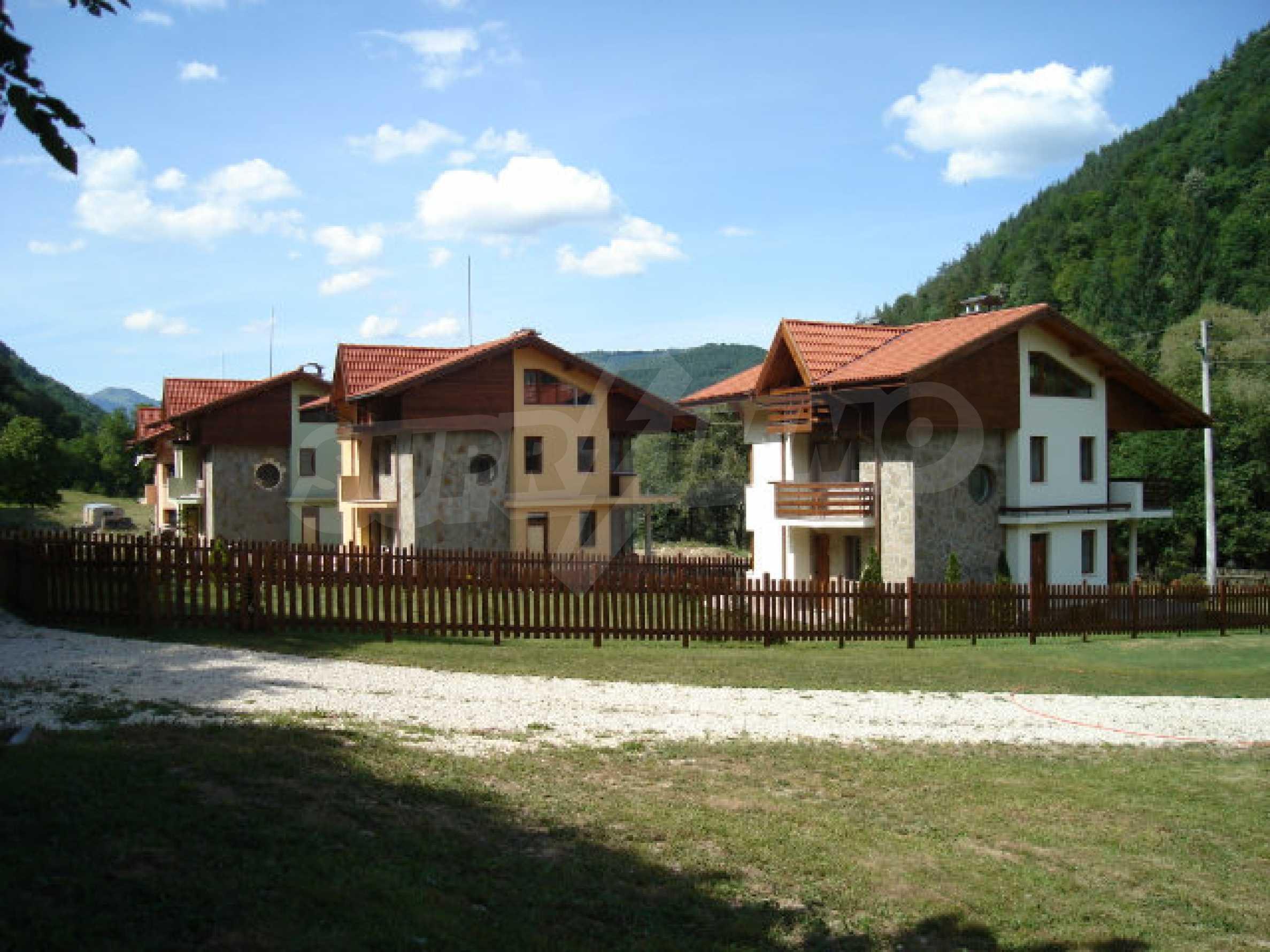 Neugebaute dreistöckige Villa in Ribaritsa 19
