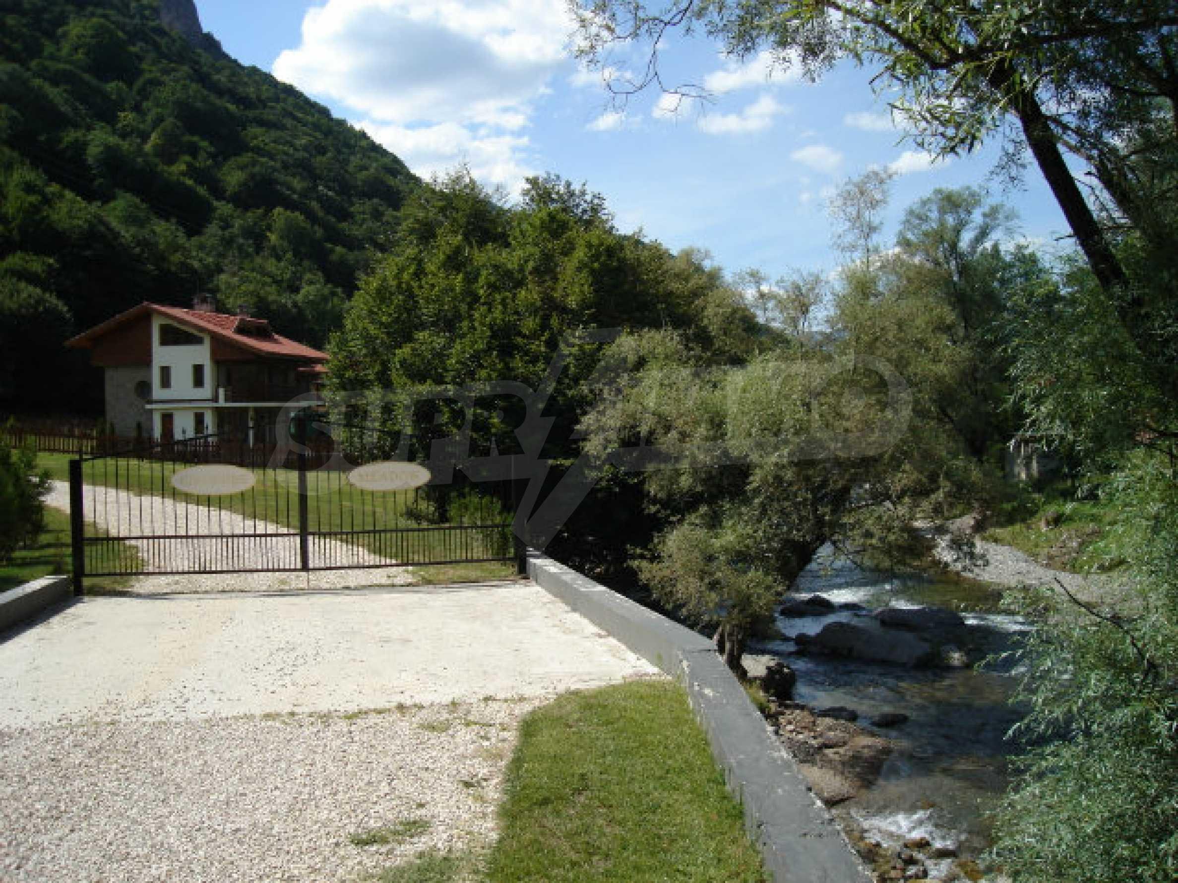 Neugebaute dreistöckige Villa in Ribaritsa 20