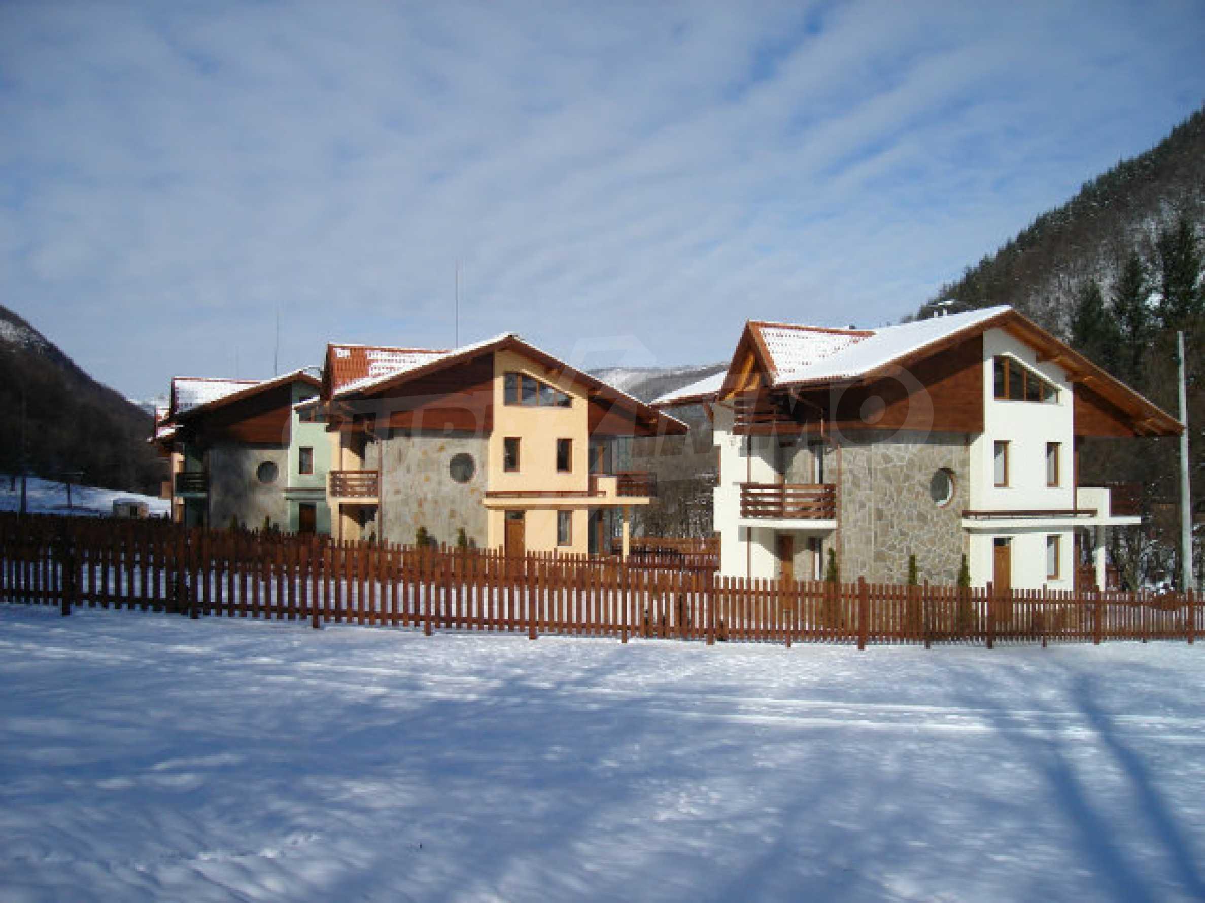 Neugebaute dreistöckige Villa in Ribaritsa 21