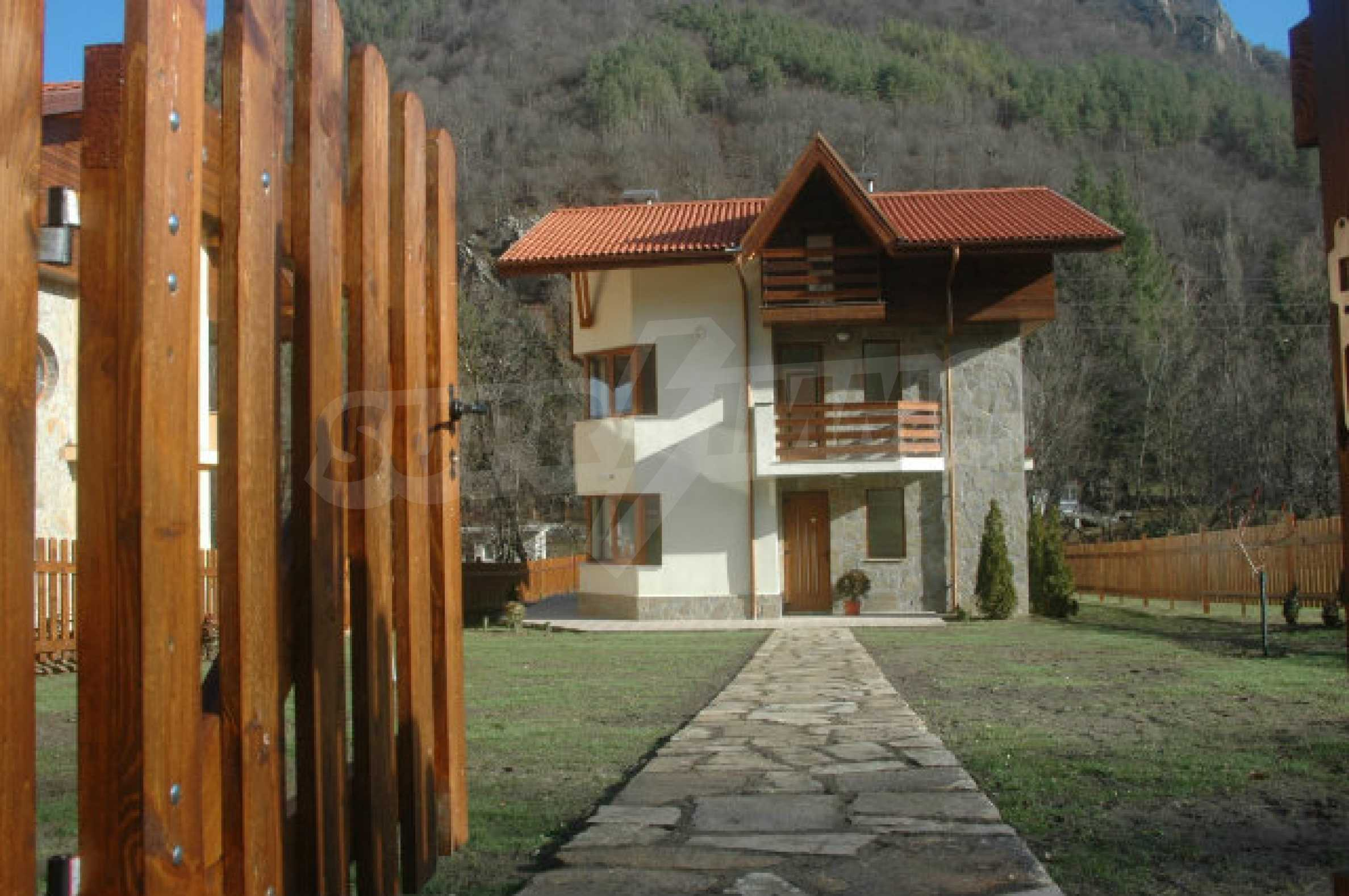 Neugebaute dreistöckige Villa in Ribaritsa 25