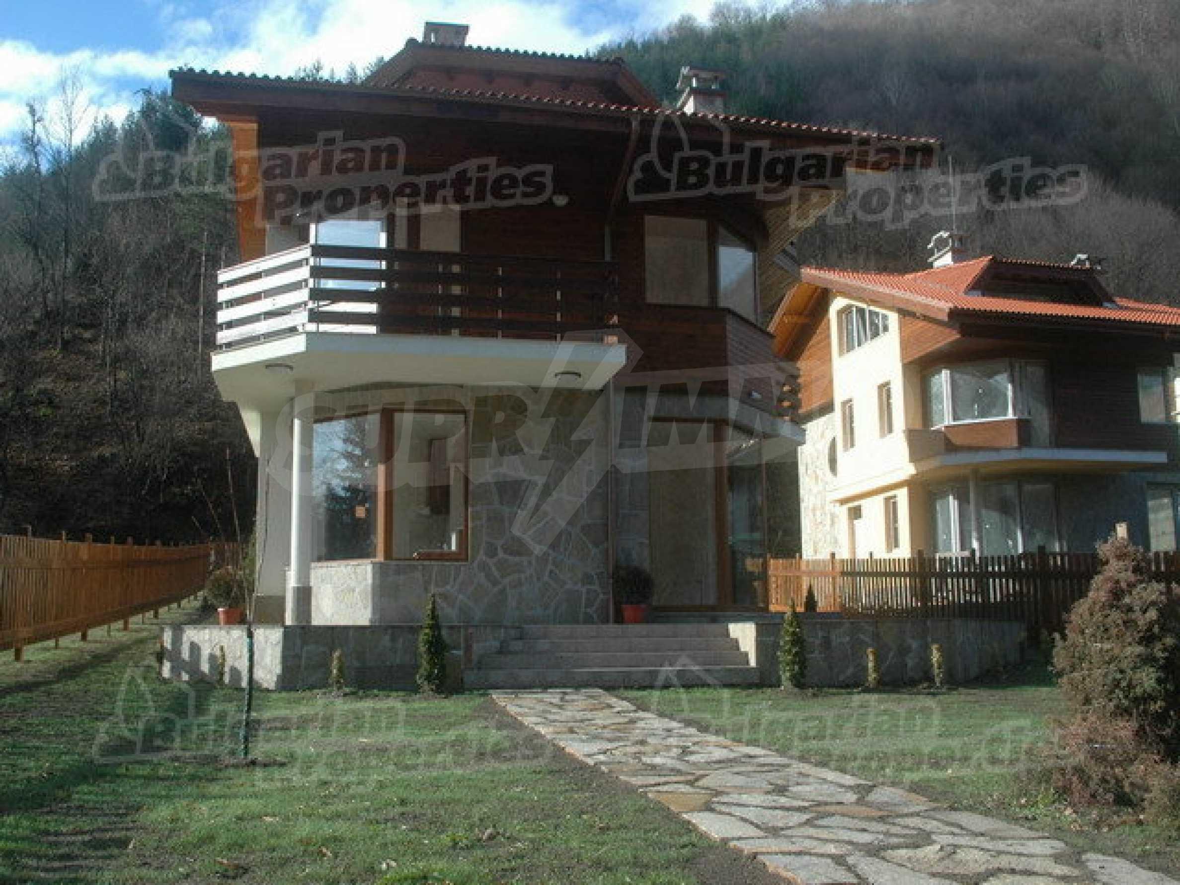 Neugebaute dreistöckige Villa in Ribaritsa 2