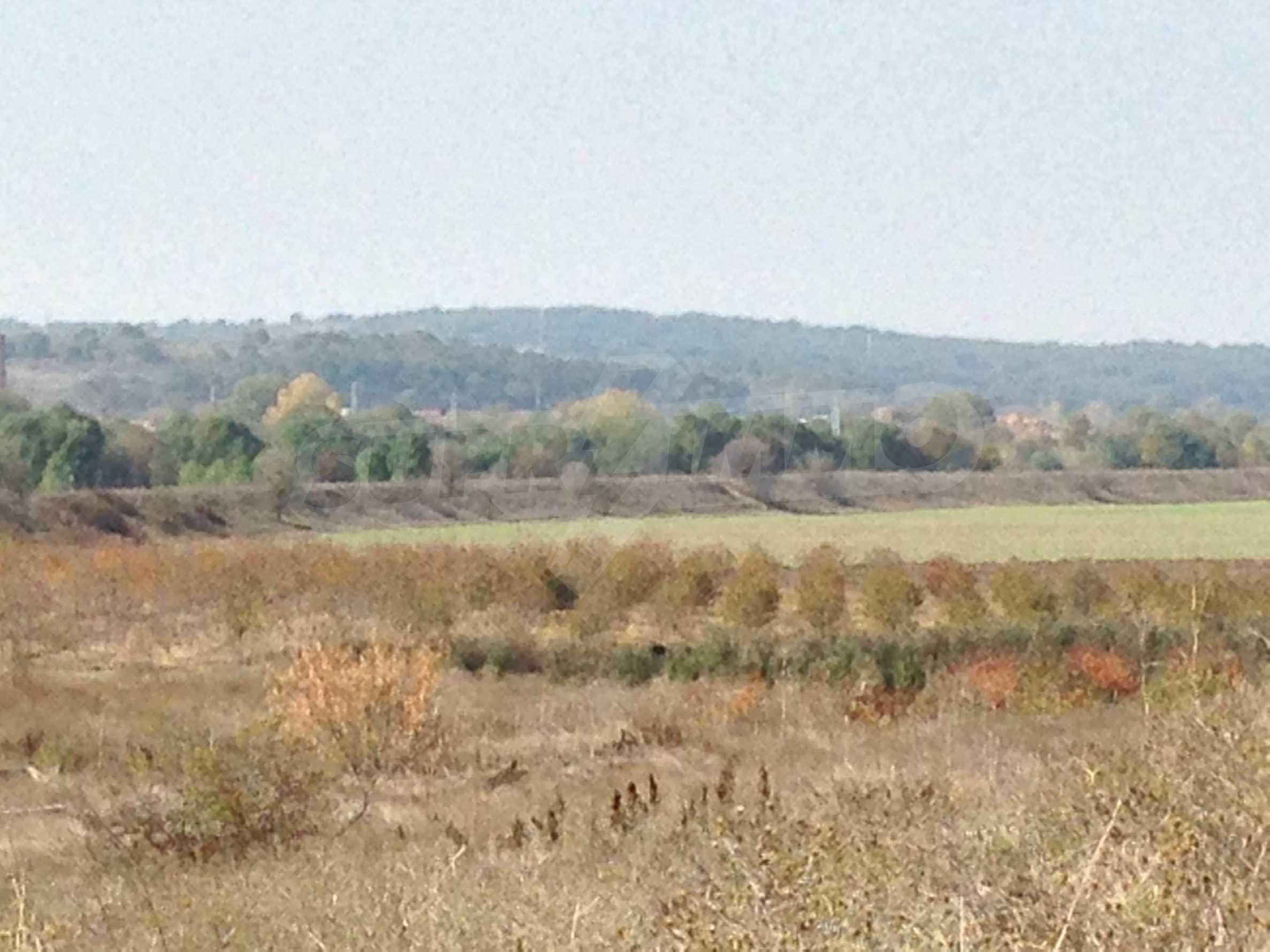 Regulated plot of land at main road near the Maritsa river 4