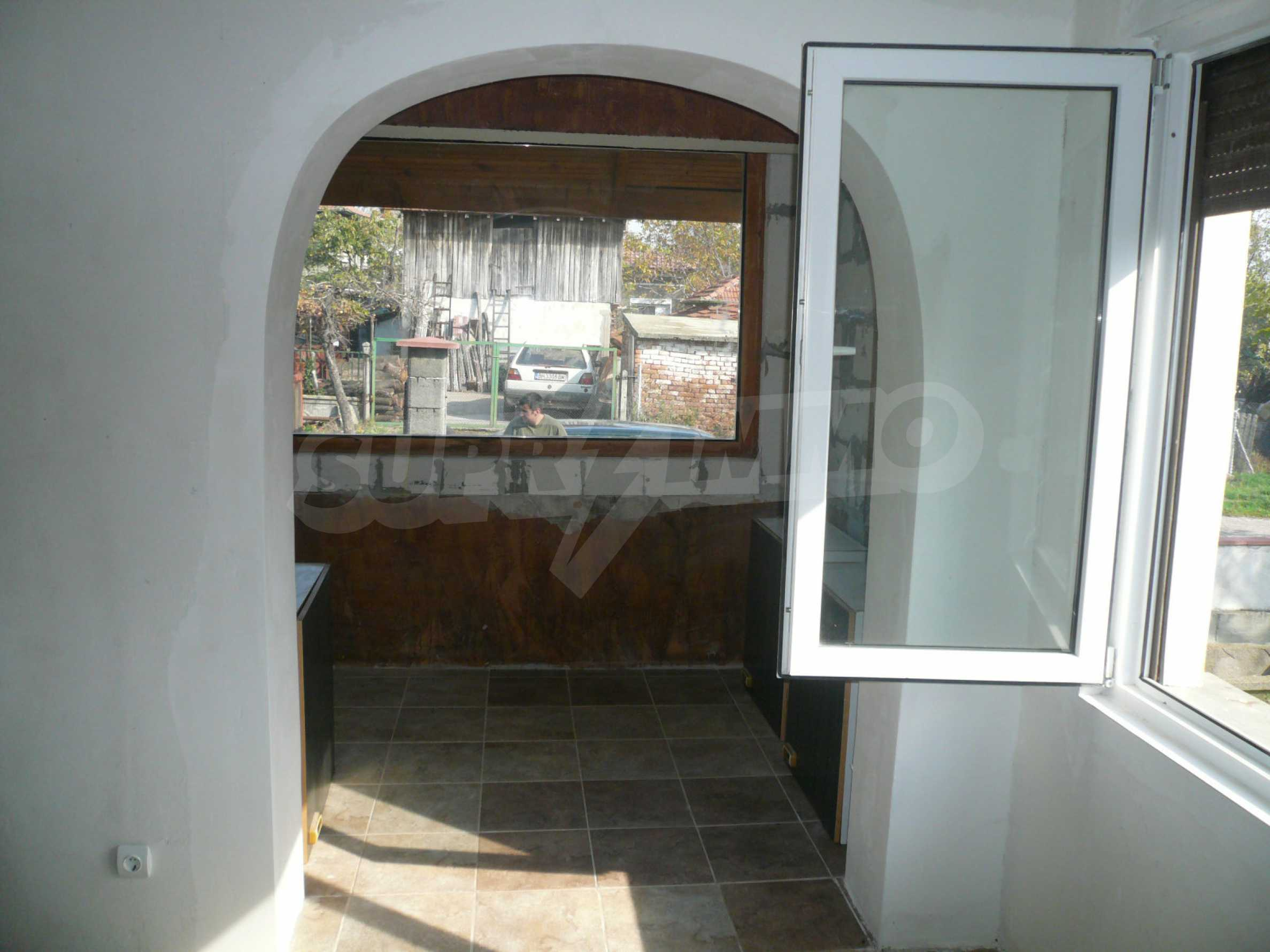 Renovated house with yard near the center of Kula 9