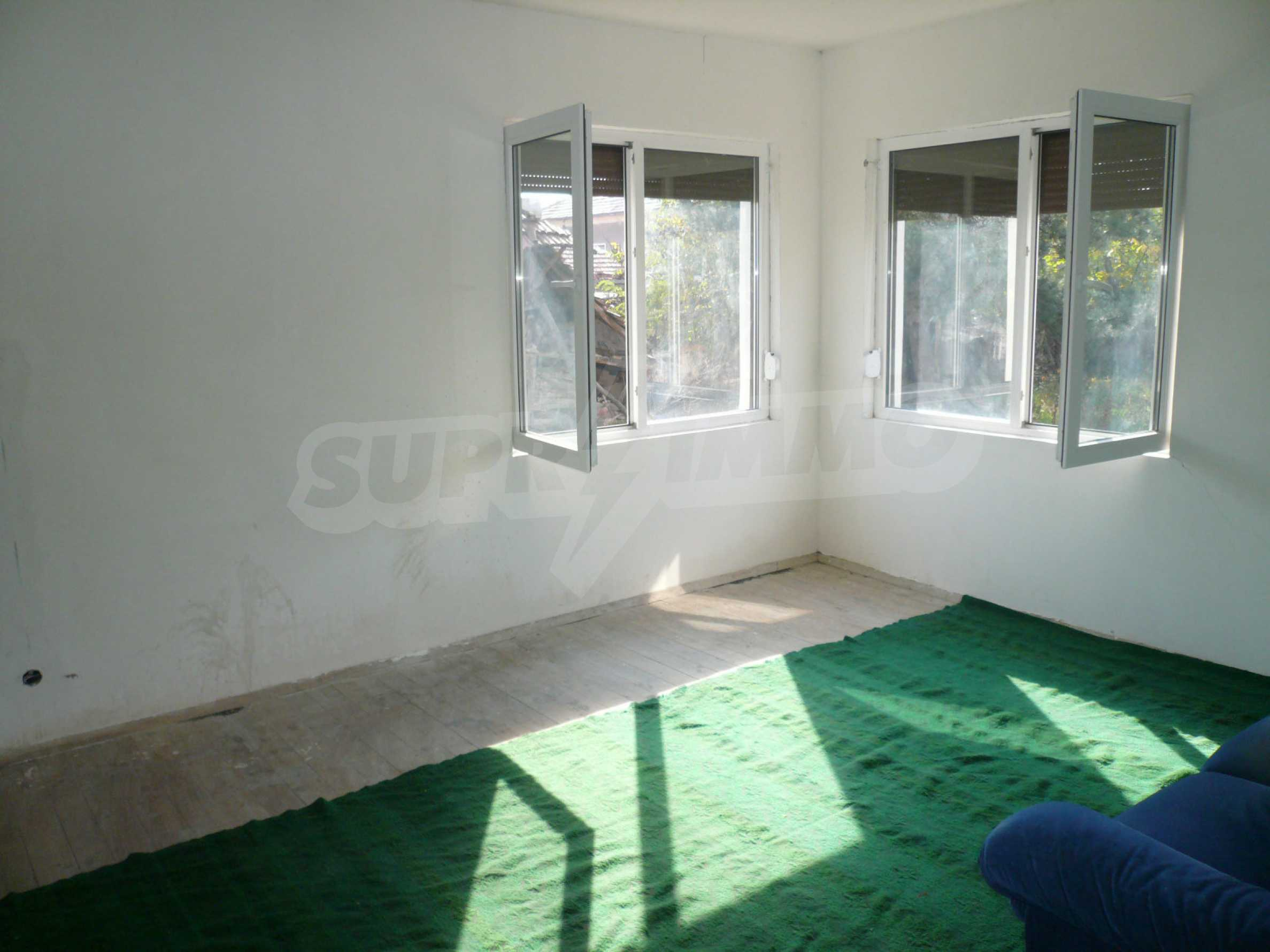 Renovated house with yard near the center of Kula 12