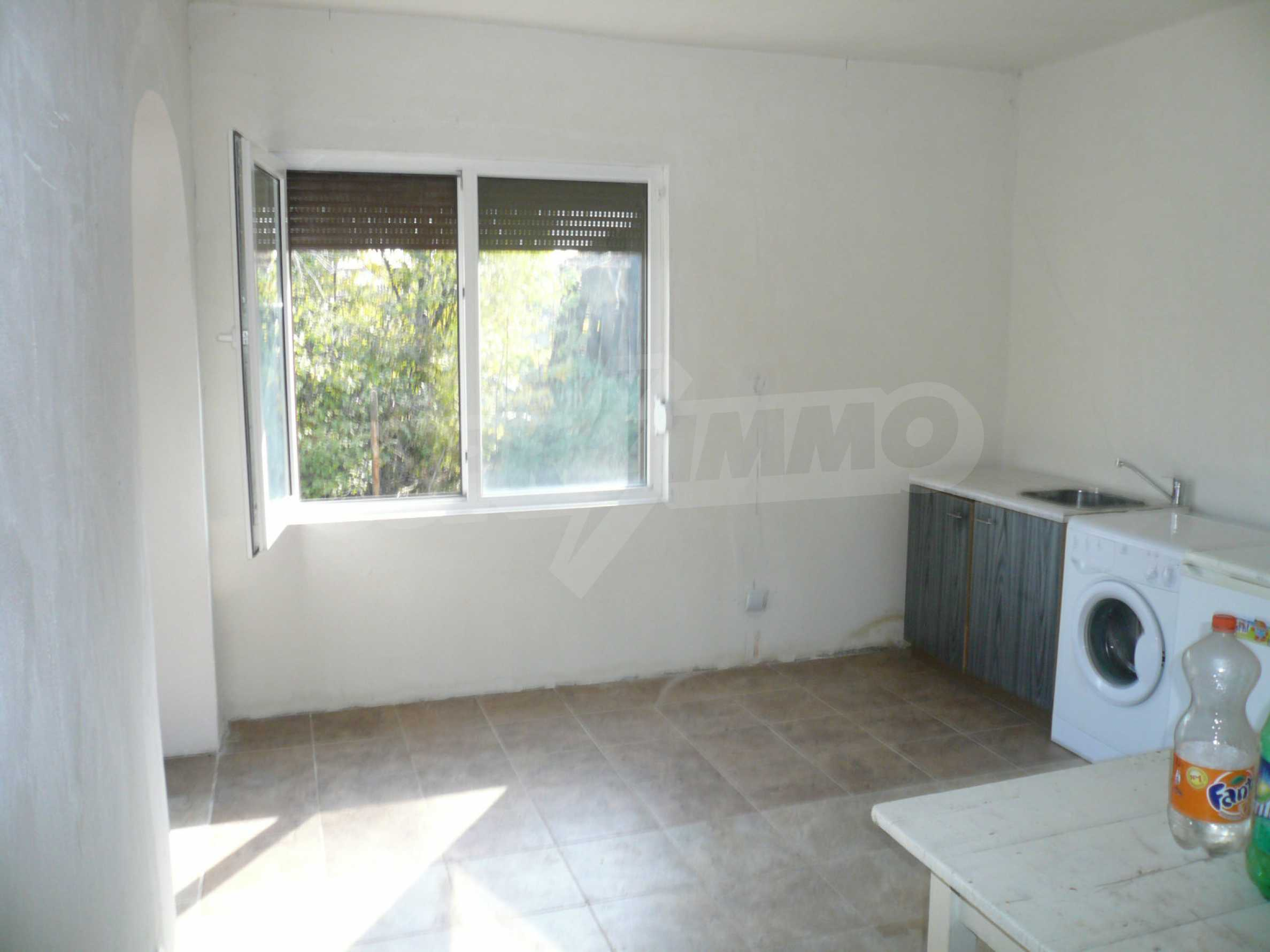 Renovated house with yard near the center of Kula 8