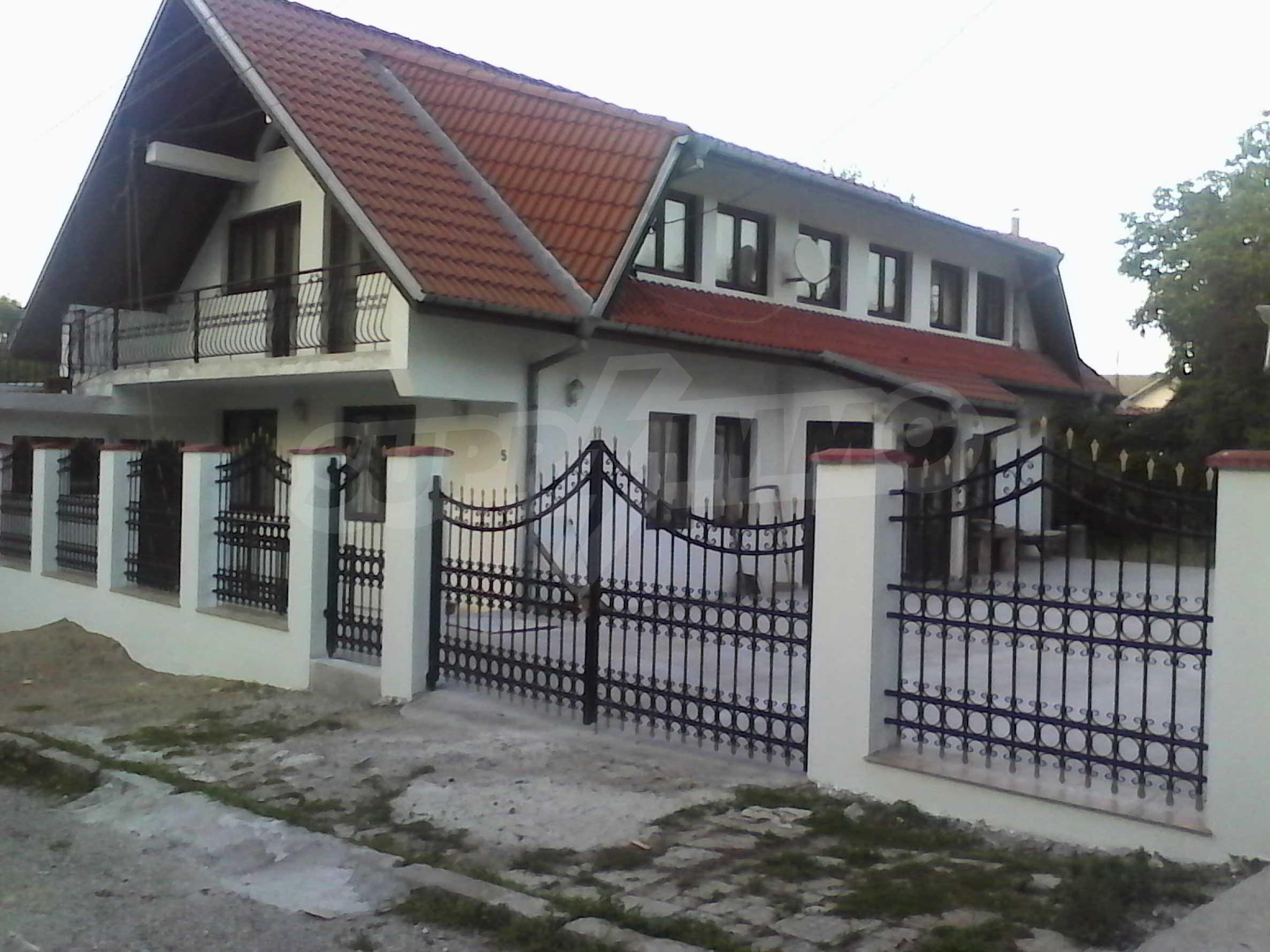 Zweistöckiges, solides und neu gebautes Haus in Gorna Oryahovitsa