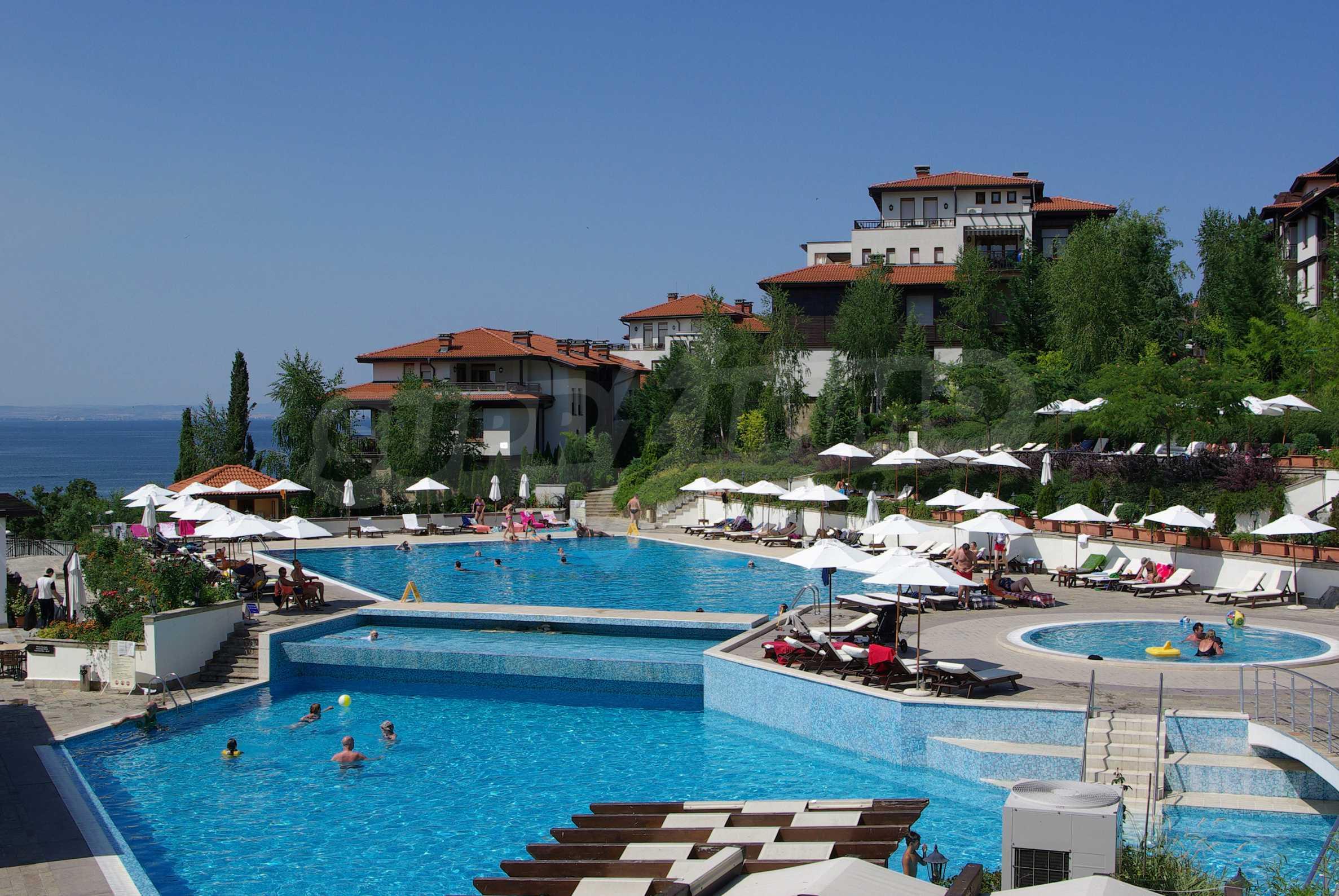 Впечатляващ комплекс с ваканционни жилища в близост до Созопол