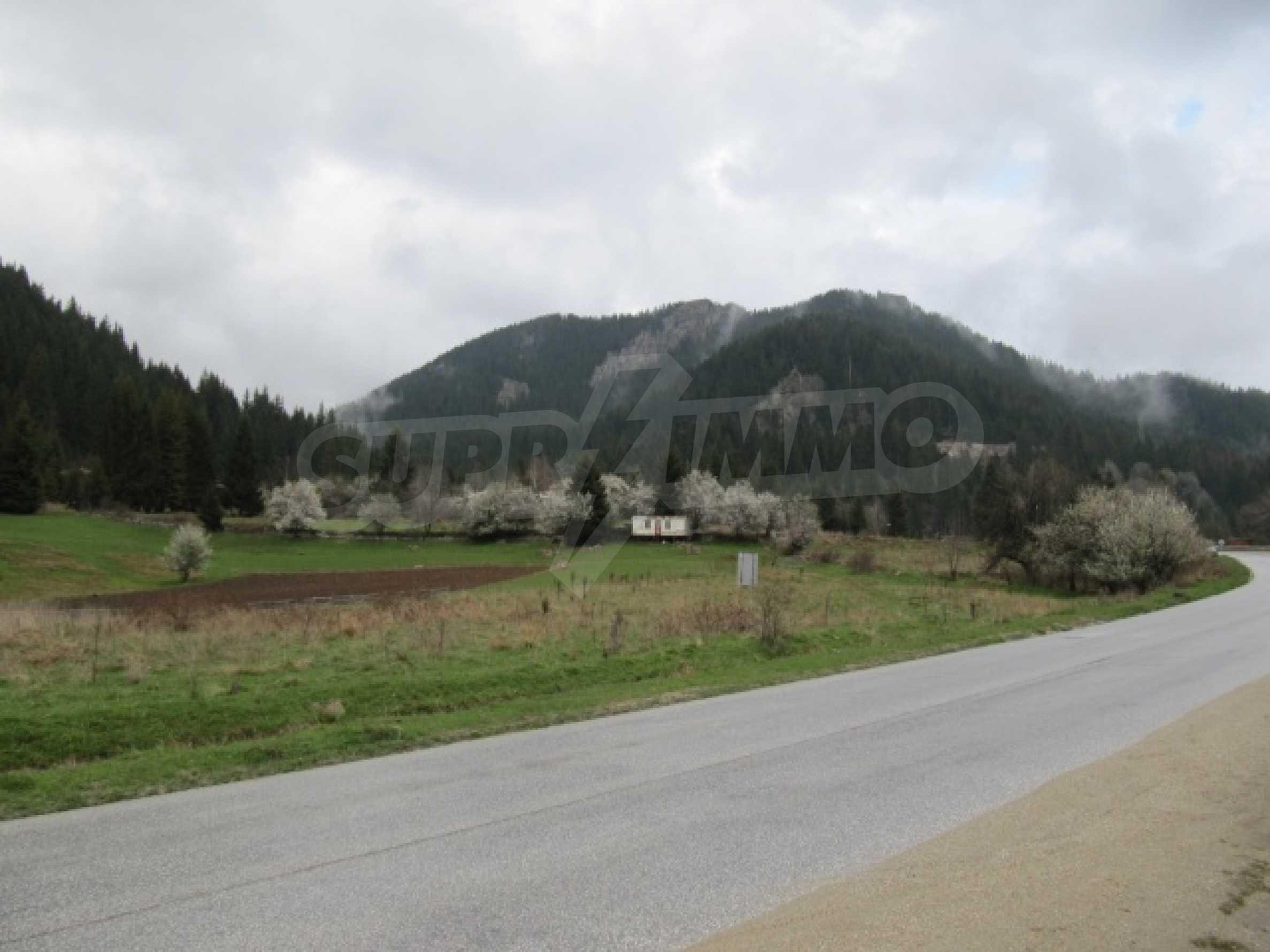 Голям парцел в регулация в Смолян и на 10 км от Пампорово