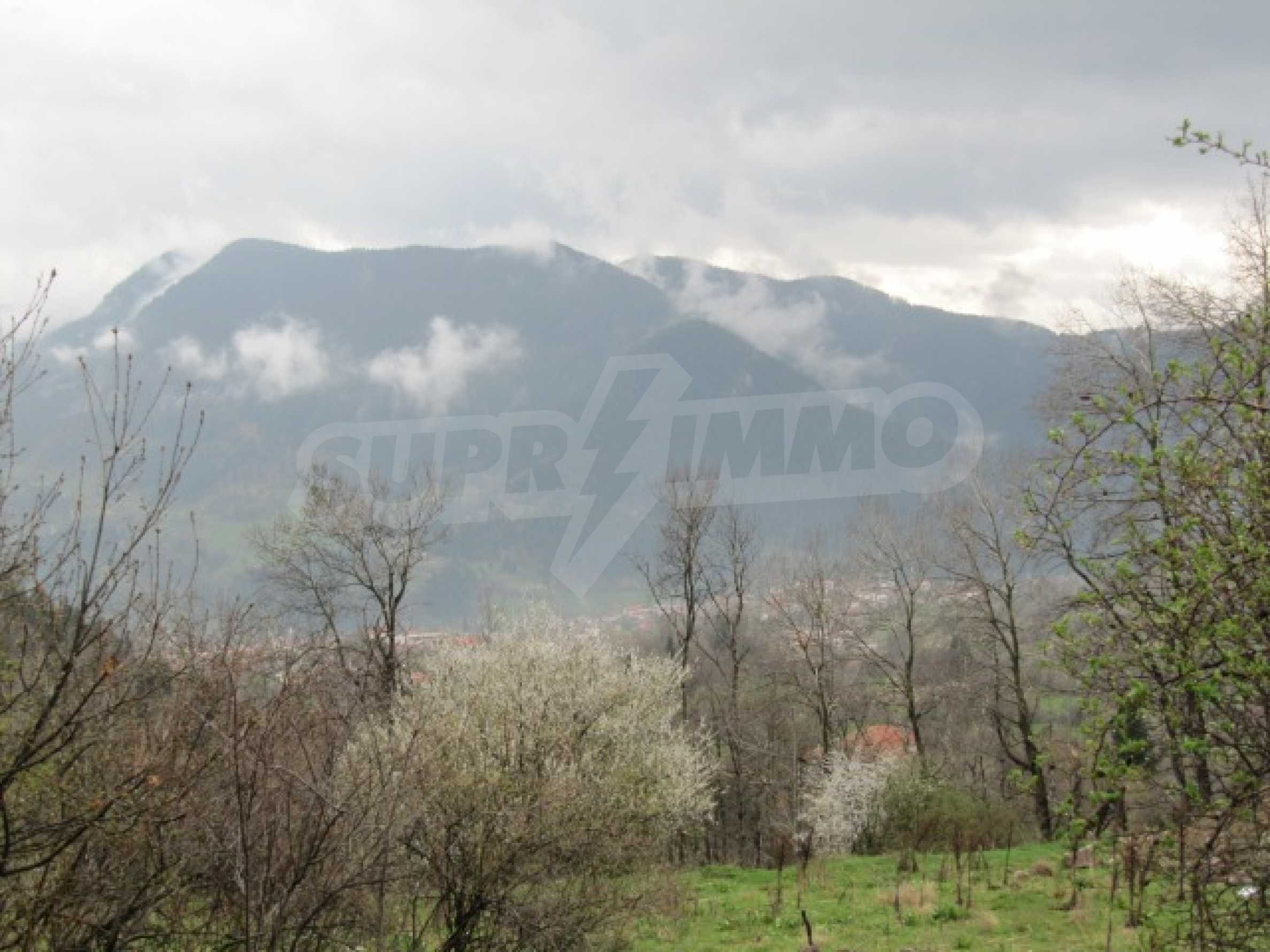 Голям парцел в регулация в Смолян и на 10 км от Пампорово  5