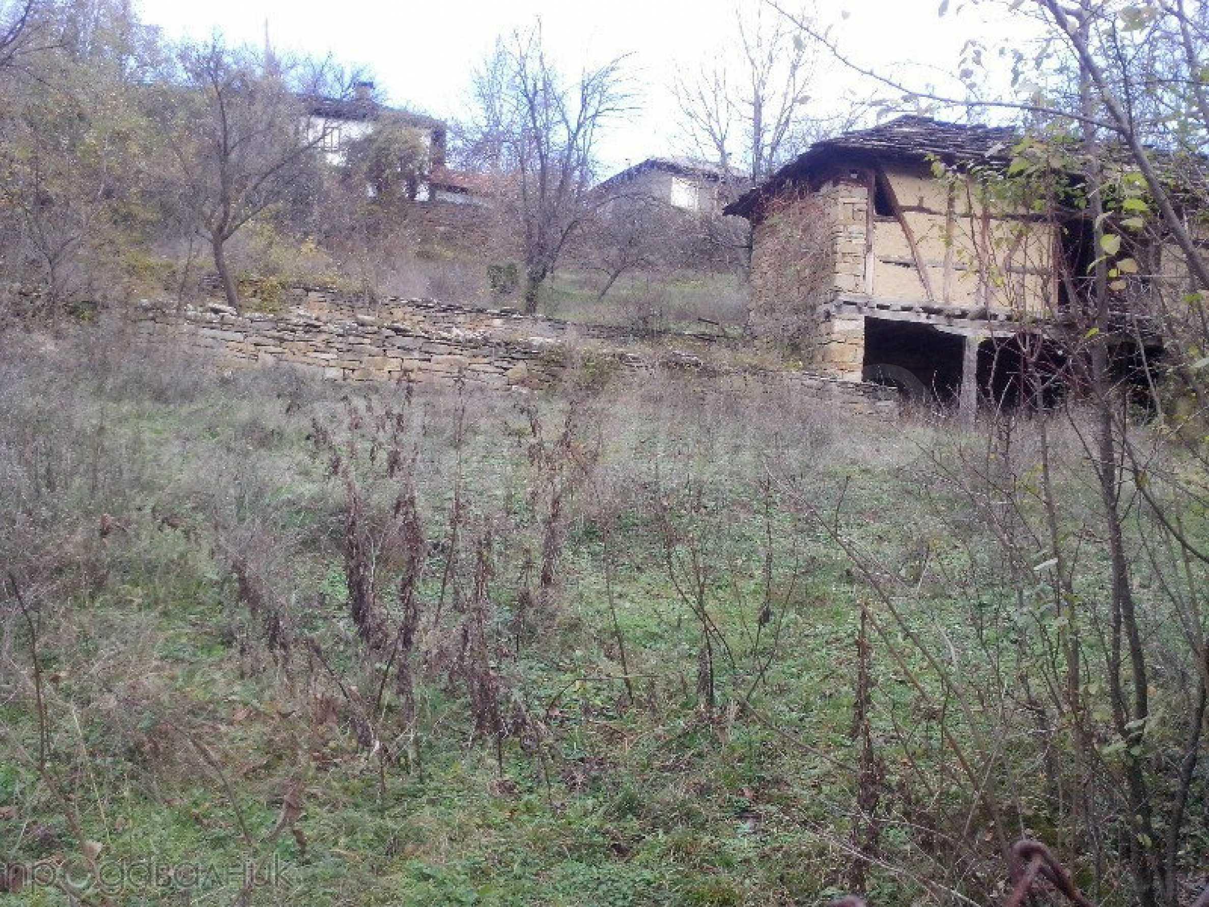 Tolles Grundstück auf dem trojanischen Balkan, 9 km von der Stadt entfernt 1