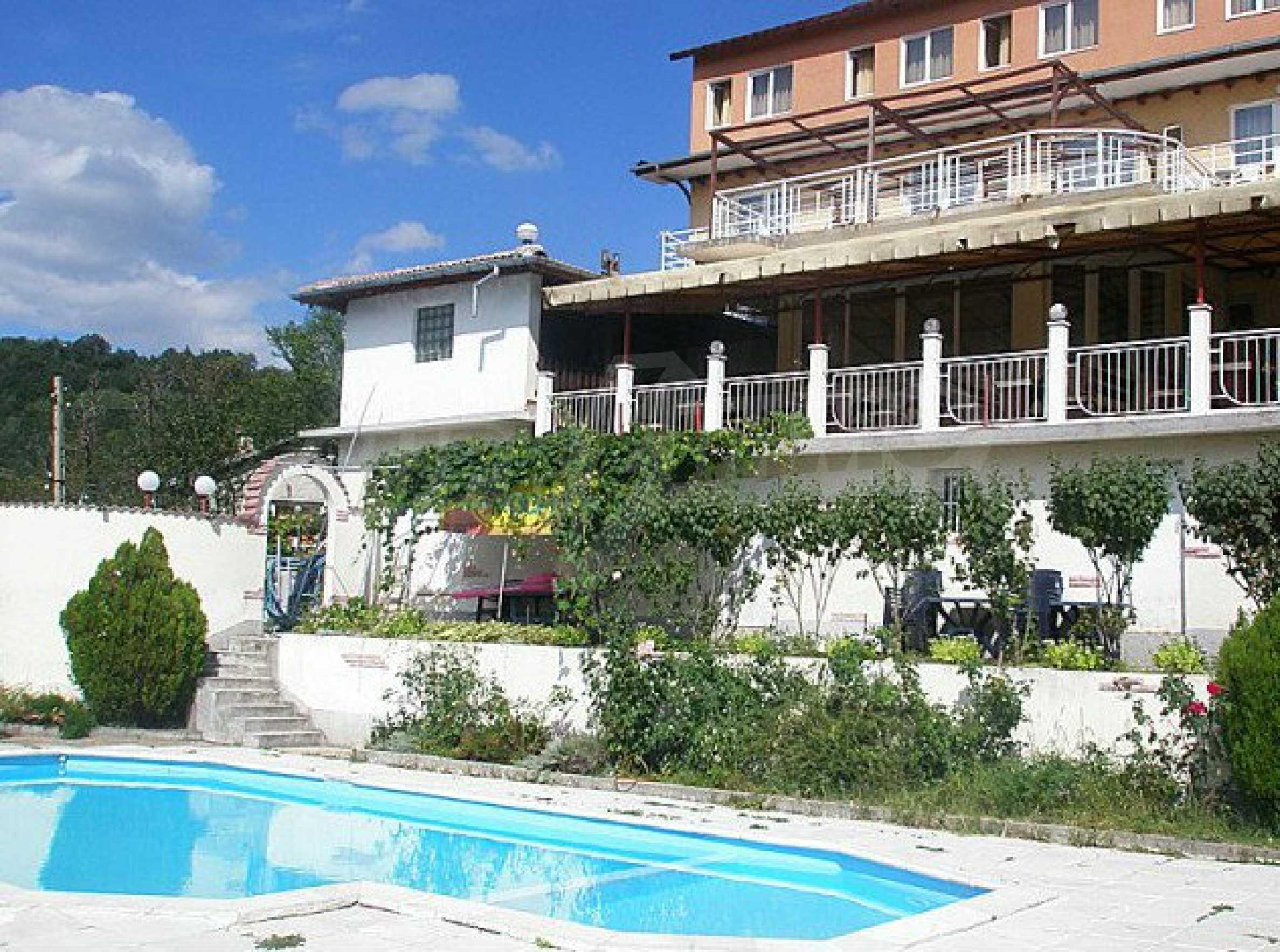 Funktionierendes Hotel mit Pool im Herzen von Stara Planina
