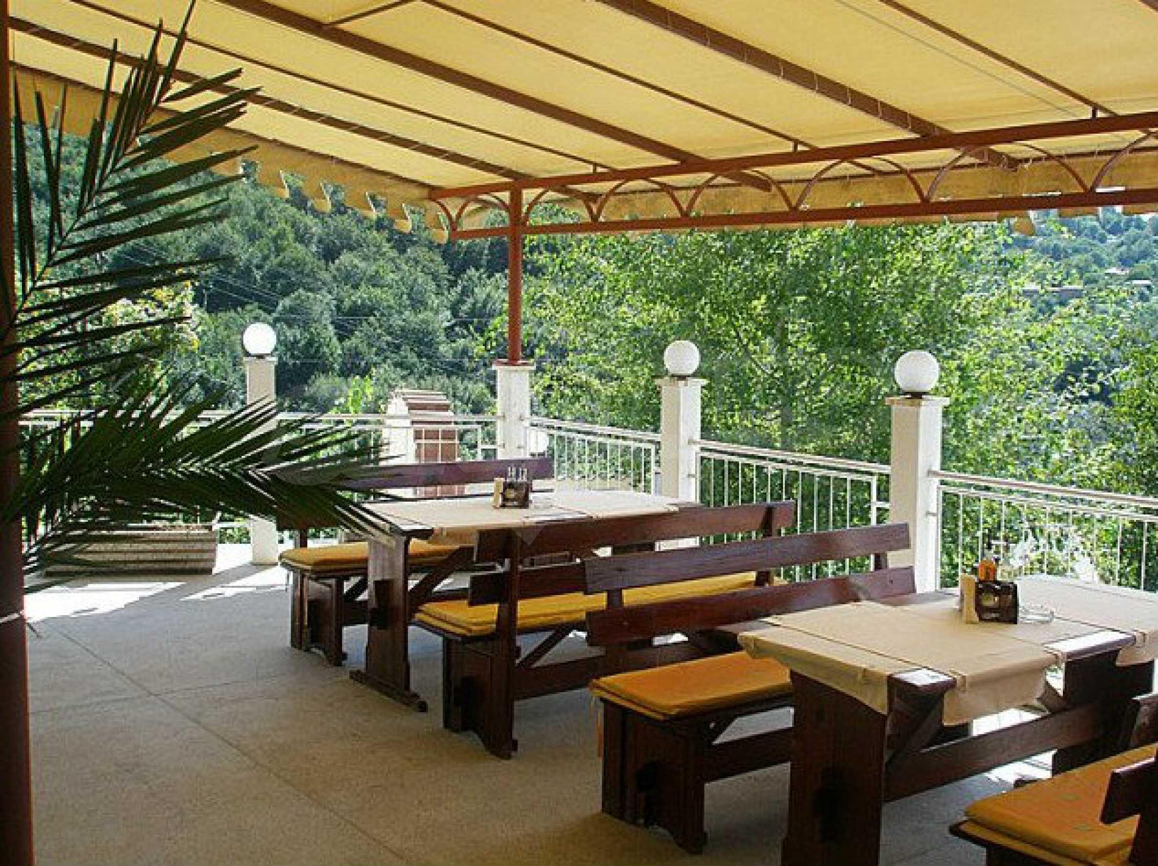 Funktionierendes Hotel mit Pool im Herzen von Stara Planina 10