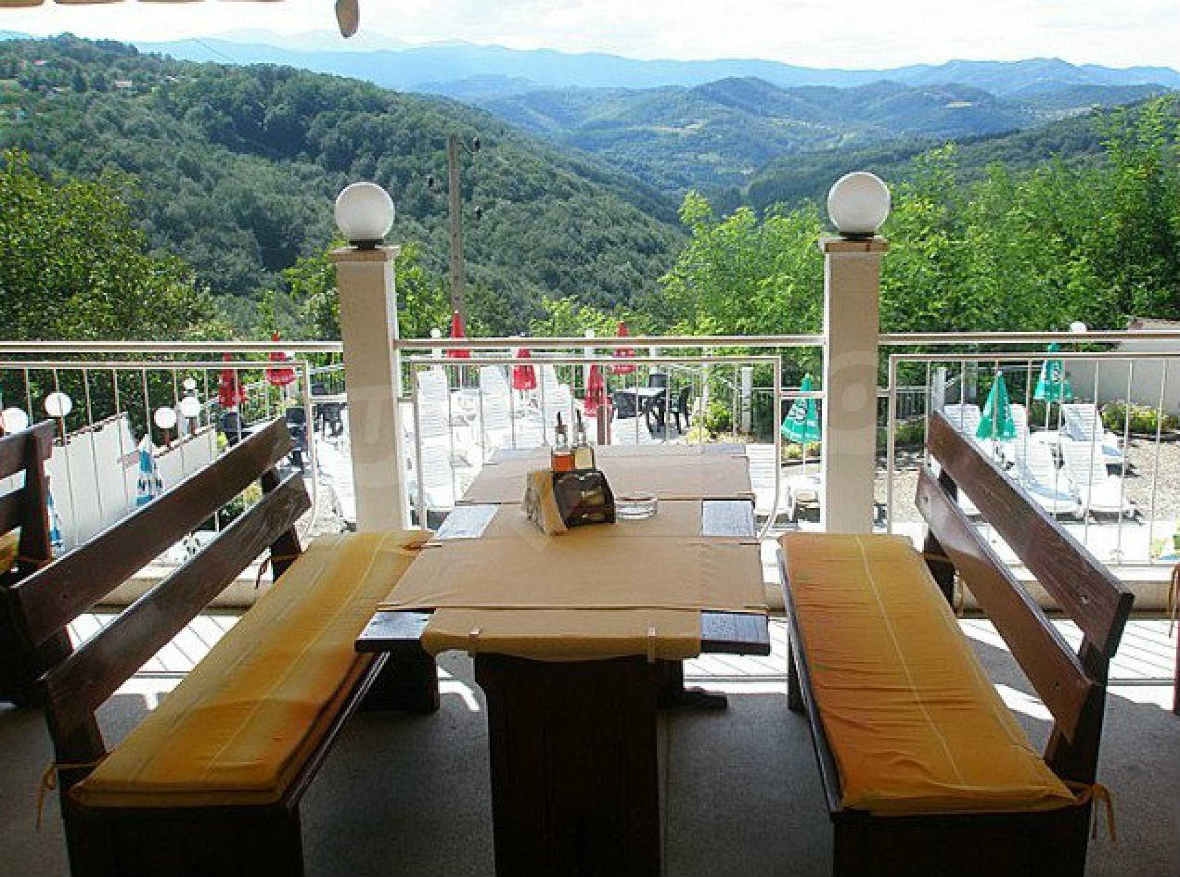 Funktionierendes Hotel mit Pool im Herzen von Stara Planina 11