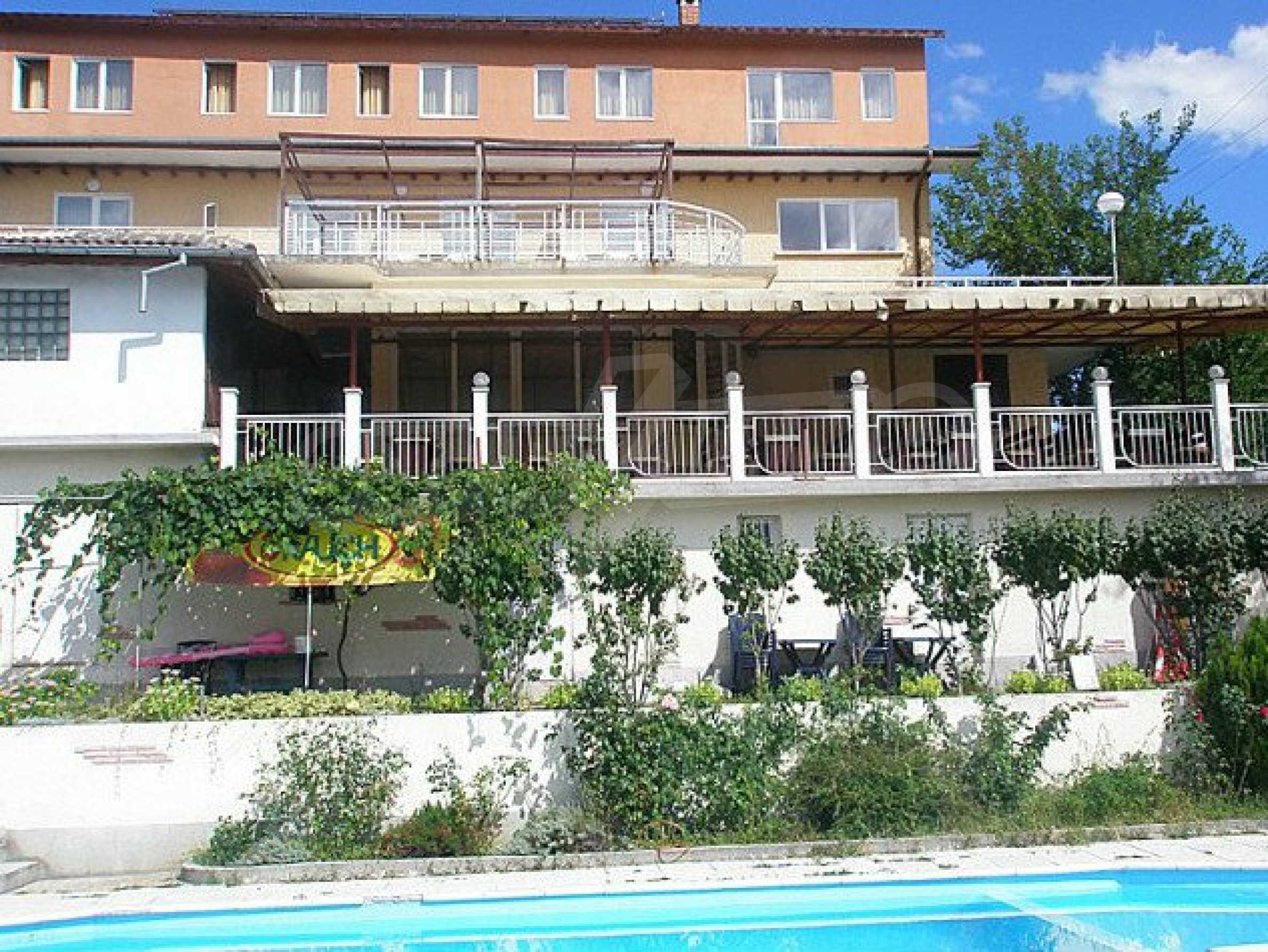 Funktionierendes Hotel mit Pool im Herzen von Stara Planina 1