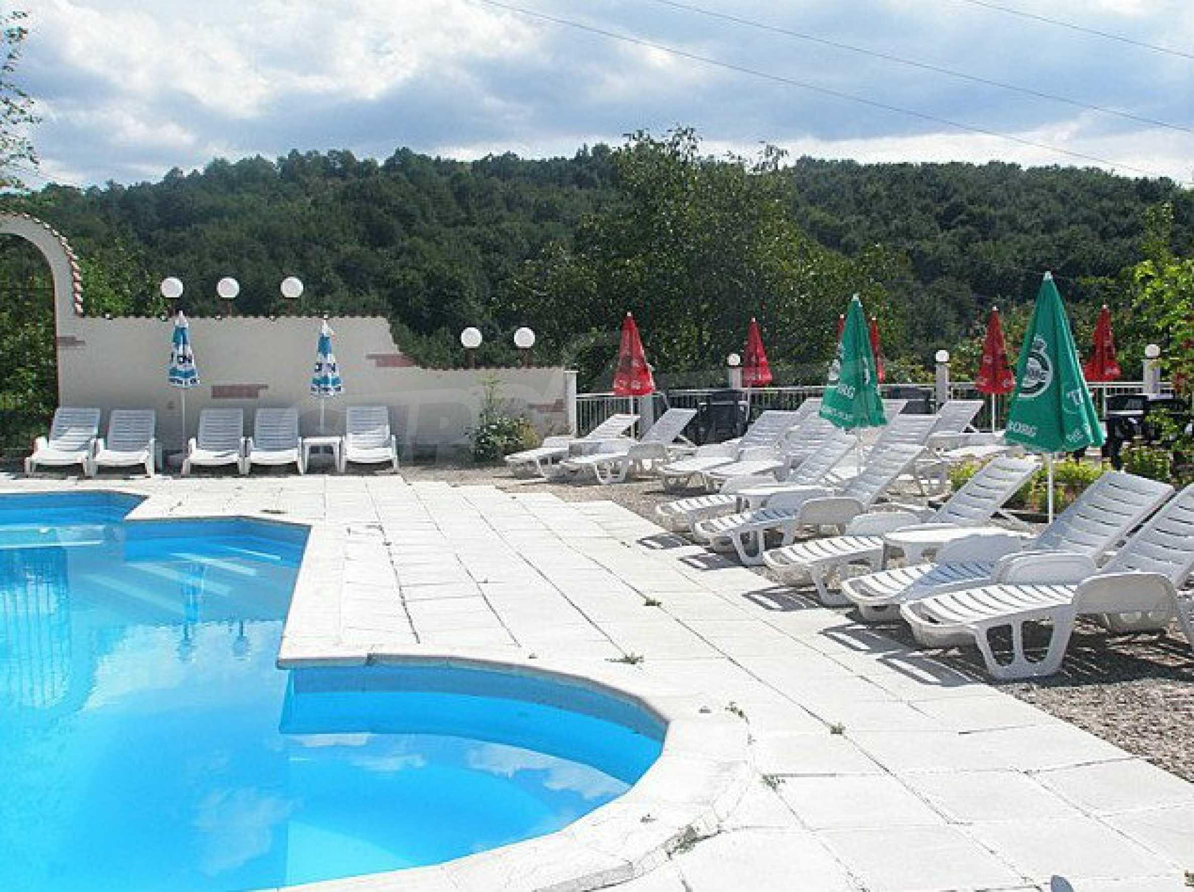 Funktionierendes Hotel mit Pool im Herzen von Stara Planina 2