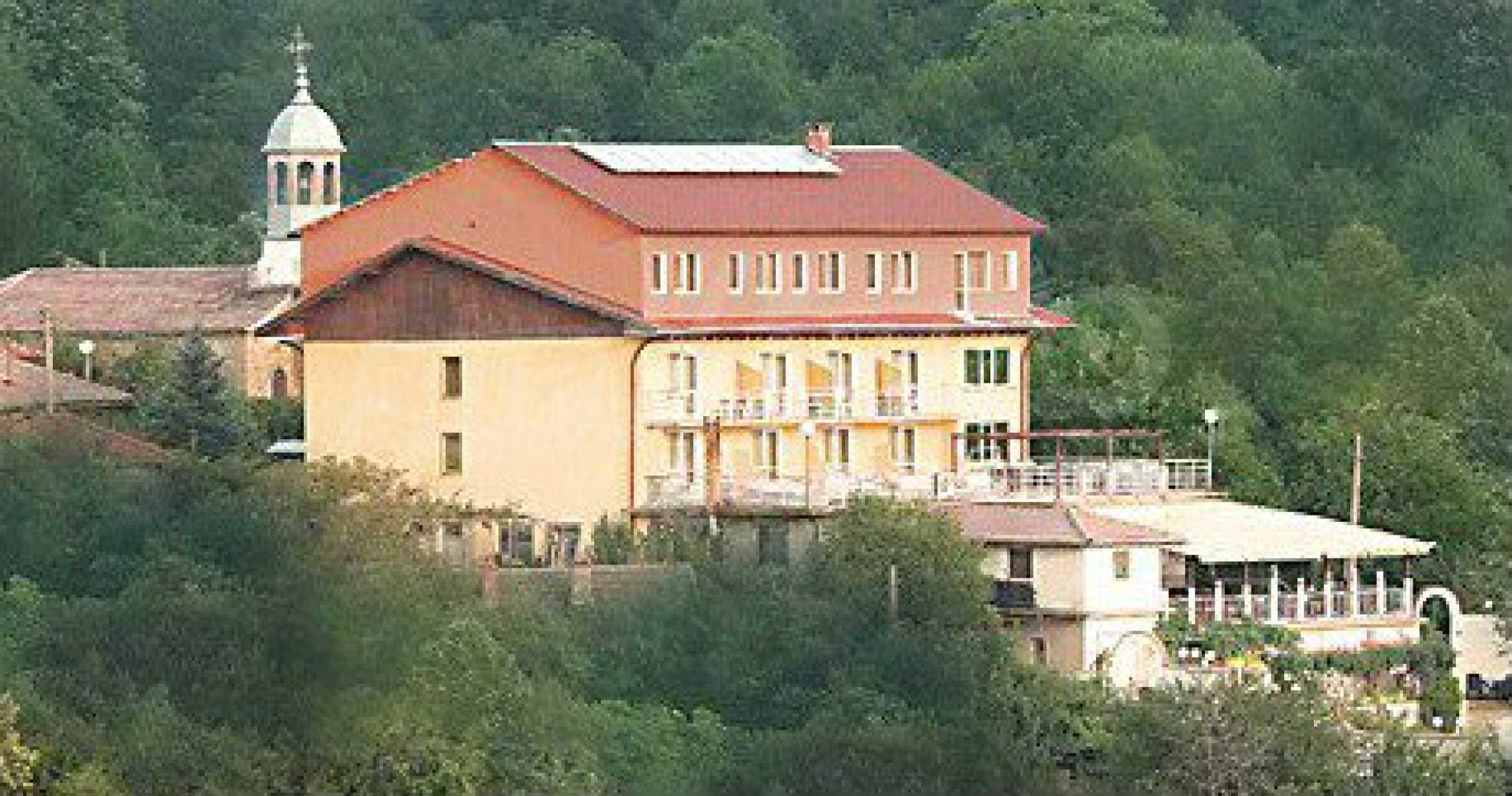 Funktionierendes Hotel mit Pool im Herzen von Stara Planina 37