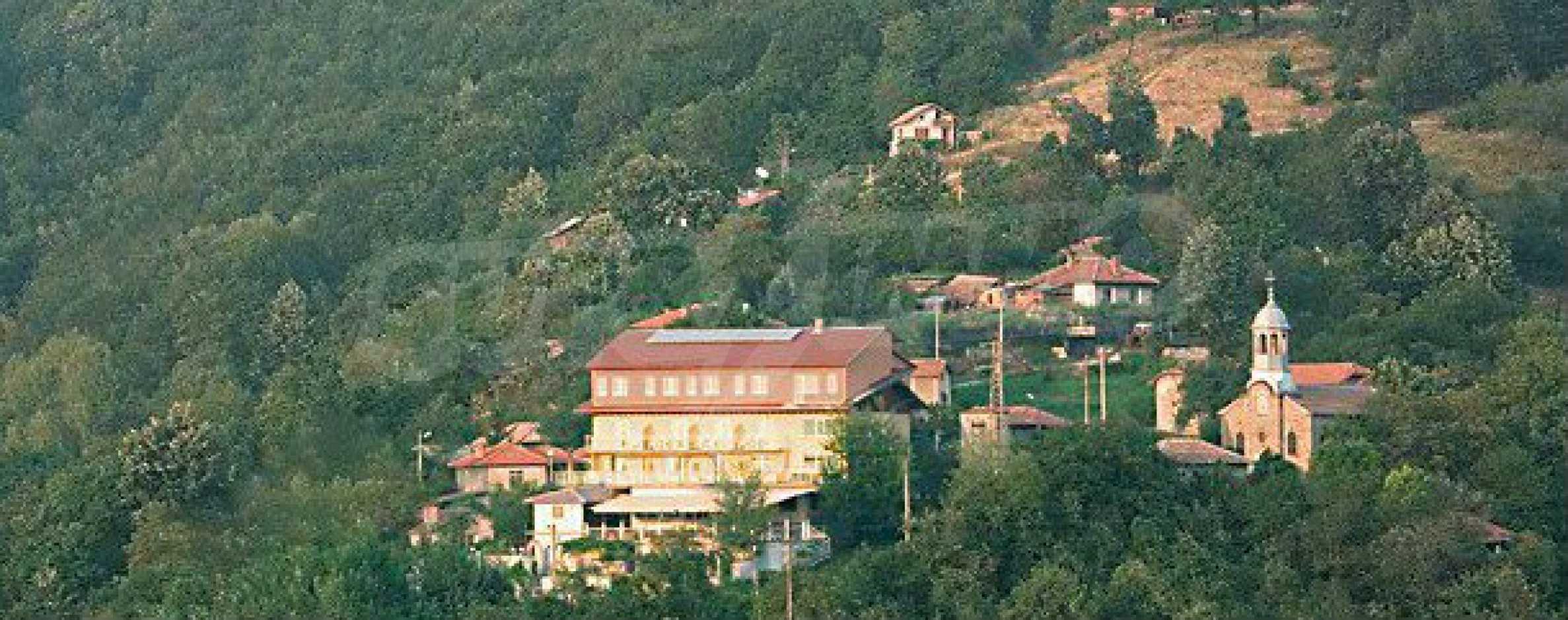Funktionierendes Hotel mit Pool im Herzen von Stara Planina 38