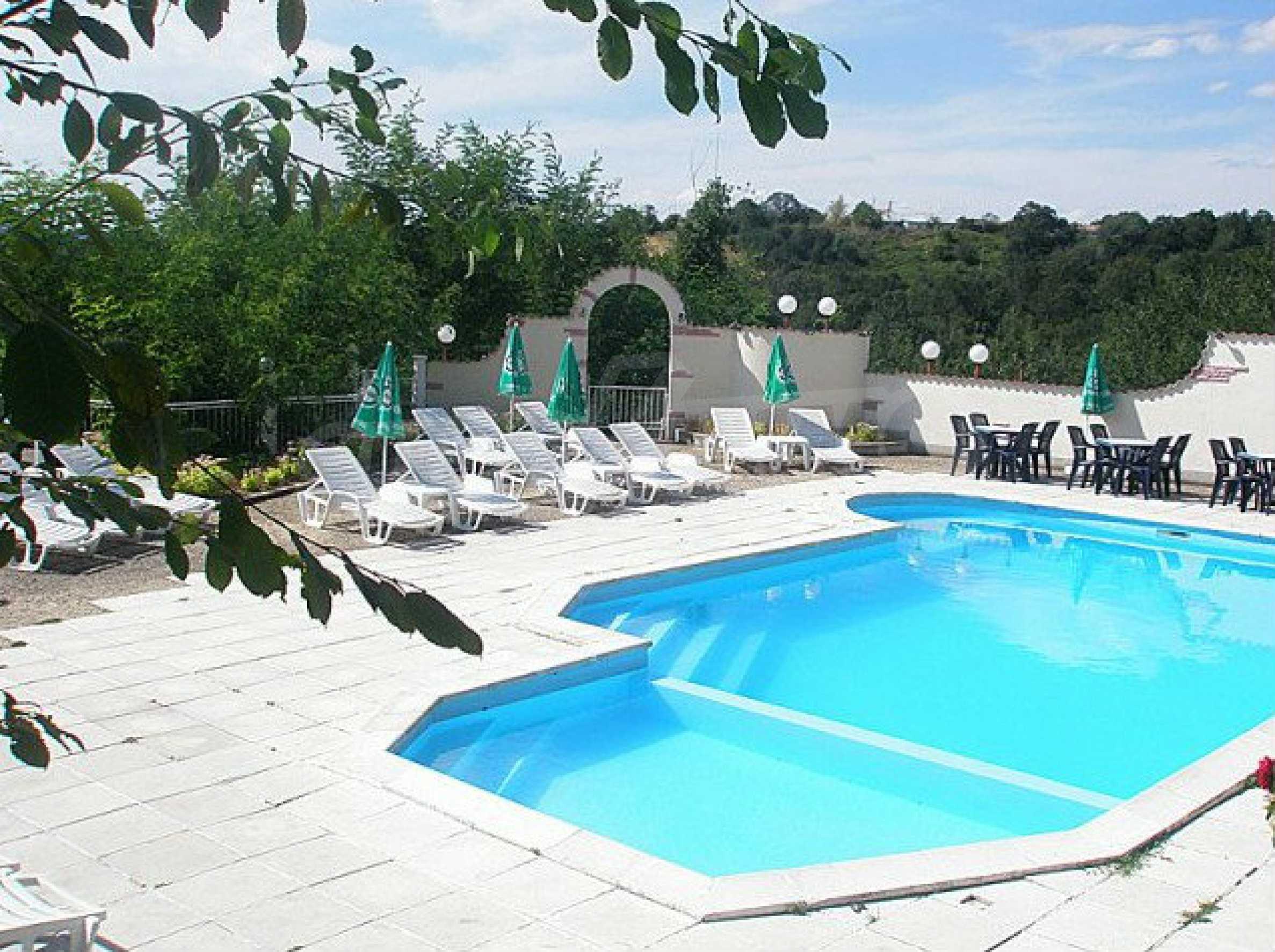 Funktionierendes Hotel mit Pool im Herzen von Stara Planina 3