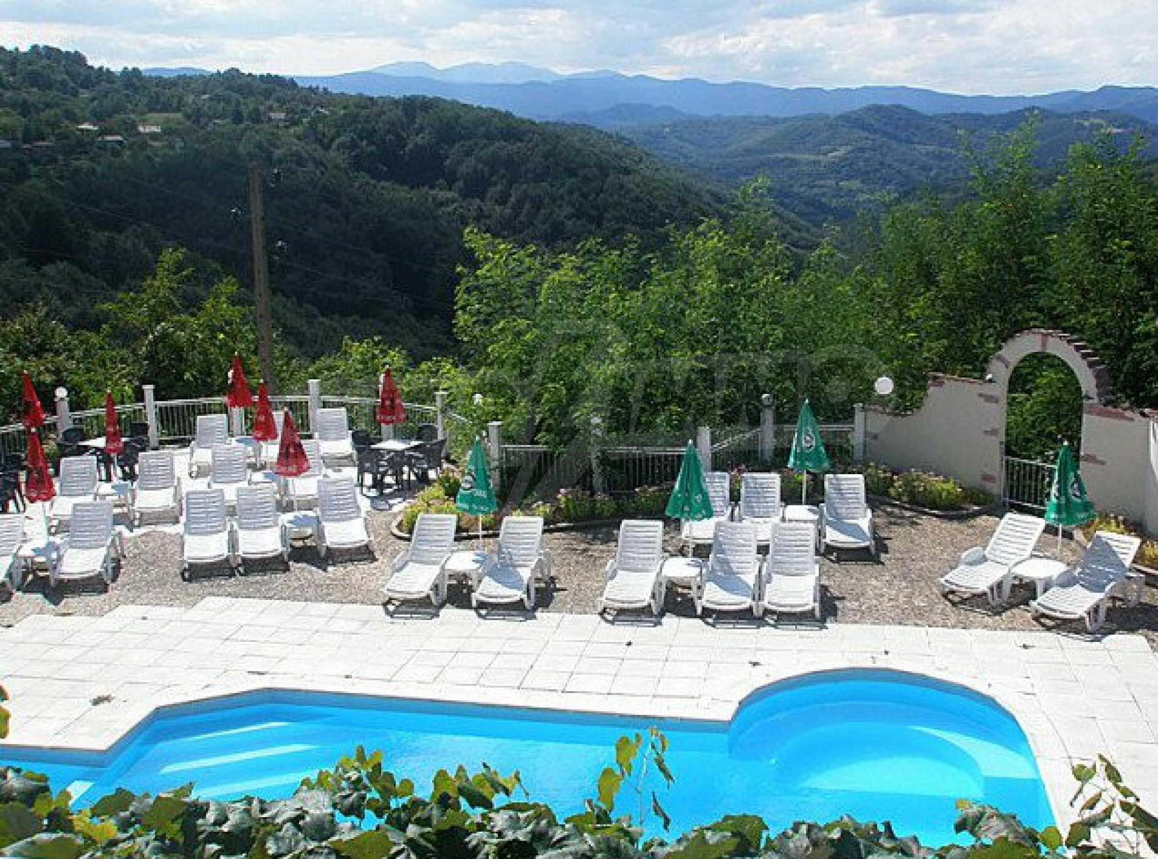 Funktionierendes Hotel mit Pool im Herzen von Stara Planina 4