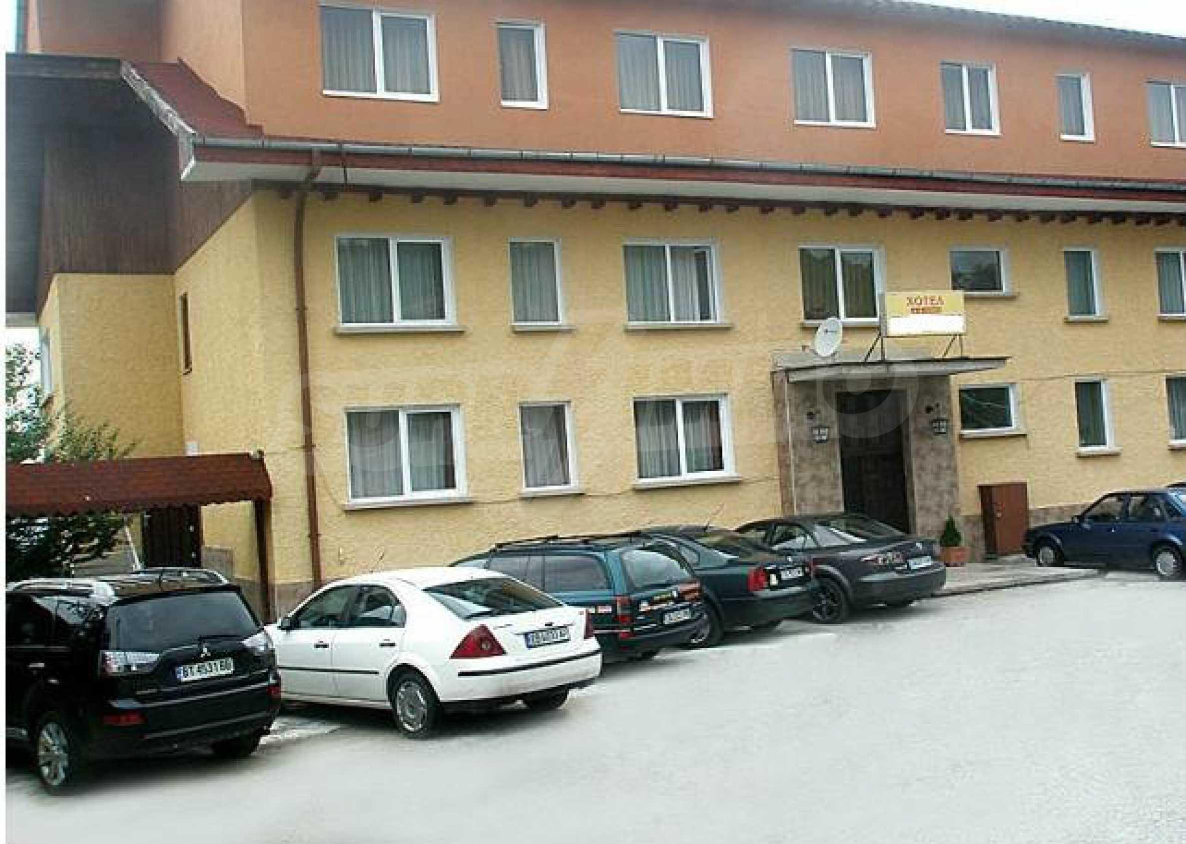 Funktionierendes Hotel mit Pool im Herzen von Stara Planina 7