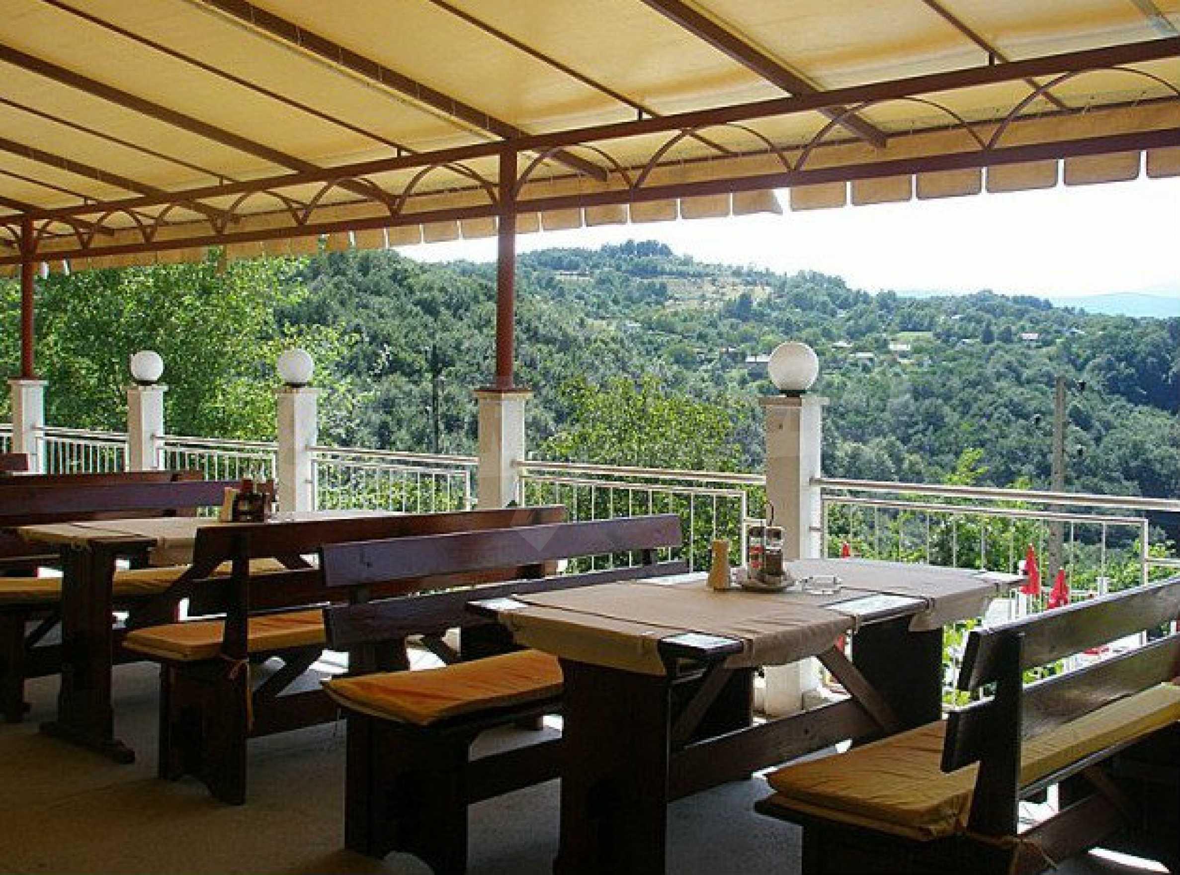 Funktionierendes Hotel mit Pool im Herzen von Stara Planina 8