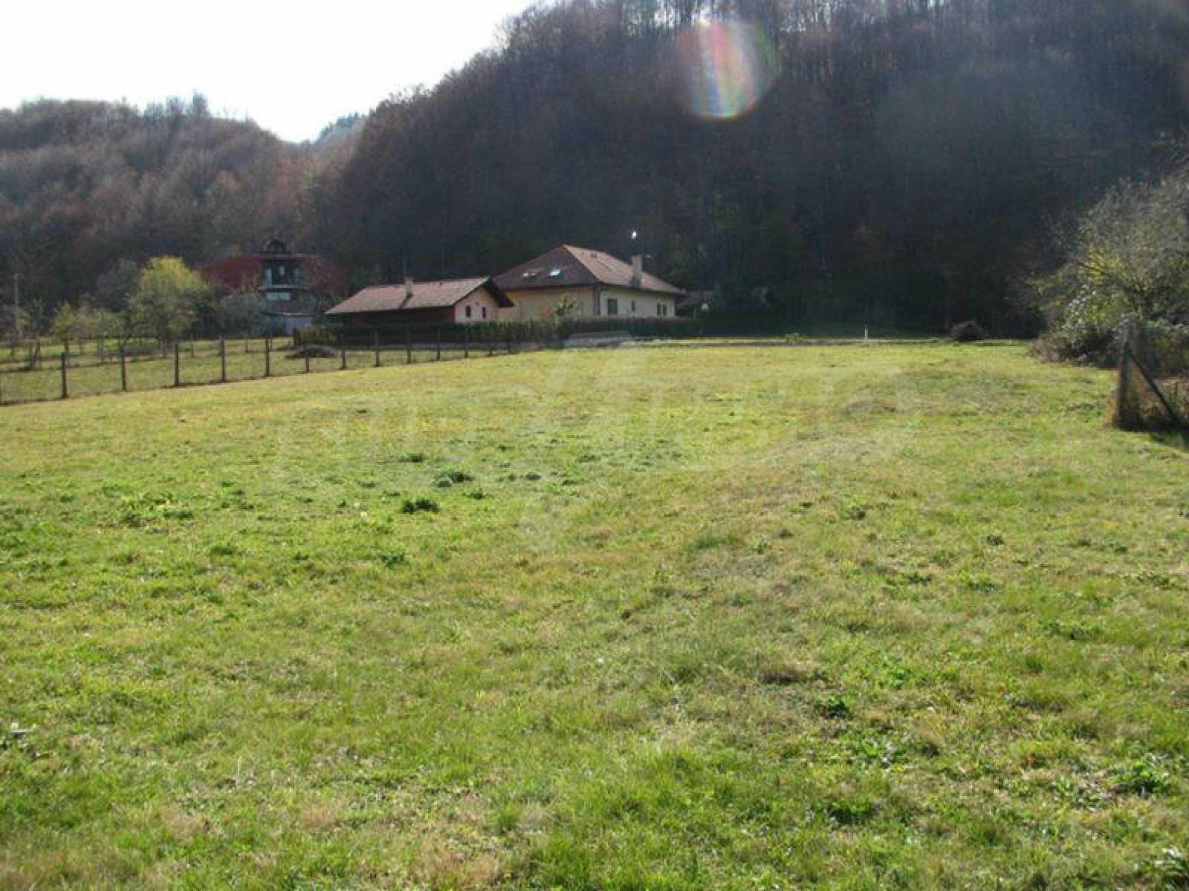 Geregeltes Grundstück im Zentrum von Ribaritsa, in der Nähe von Wald und Fluss