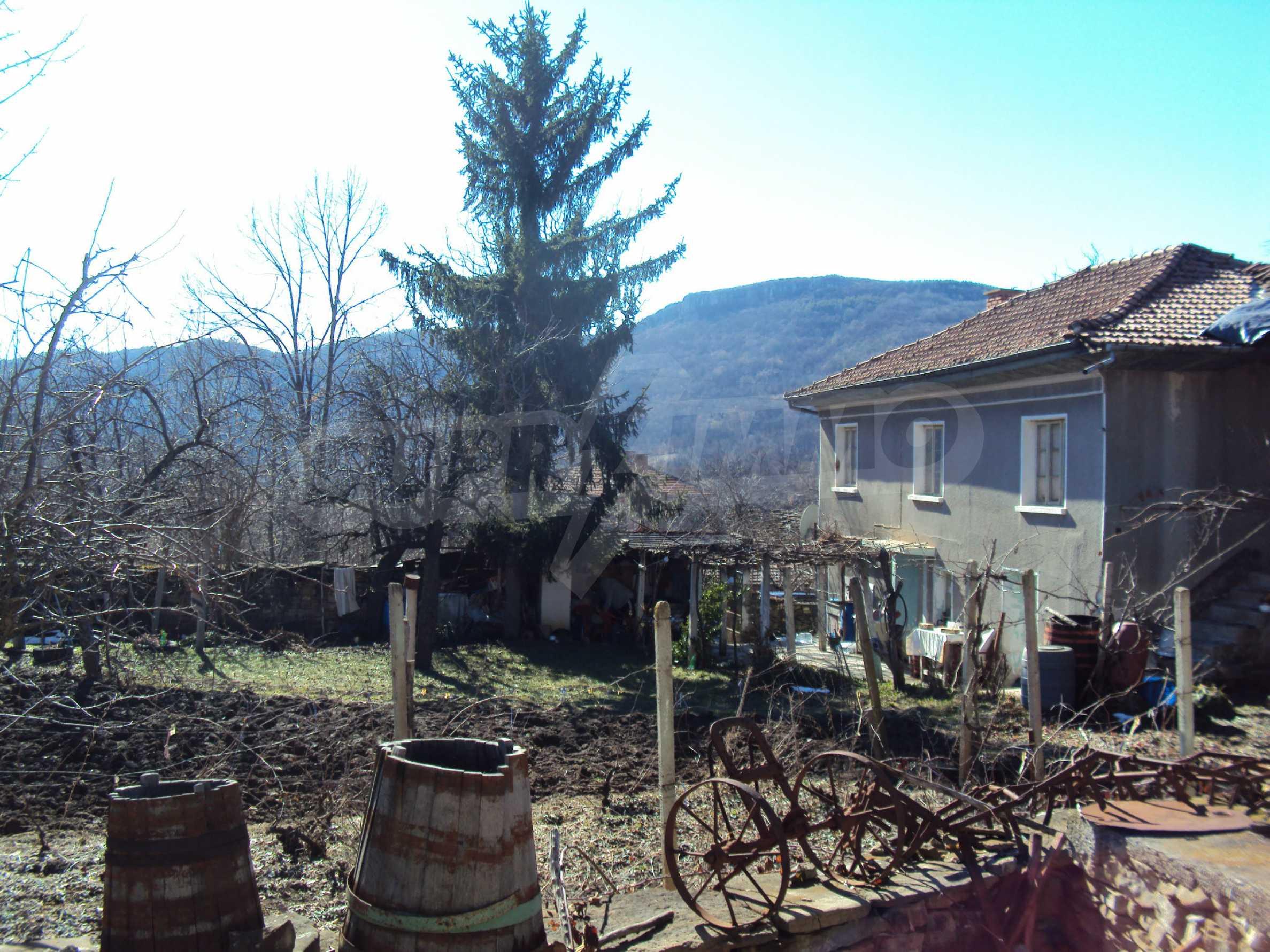 Landhaus mit großem Garten 17 km. von Dryanovo 2