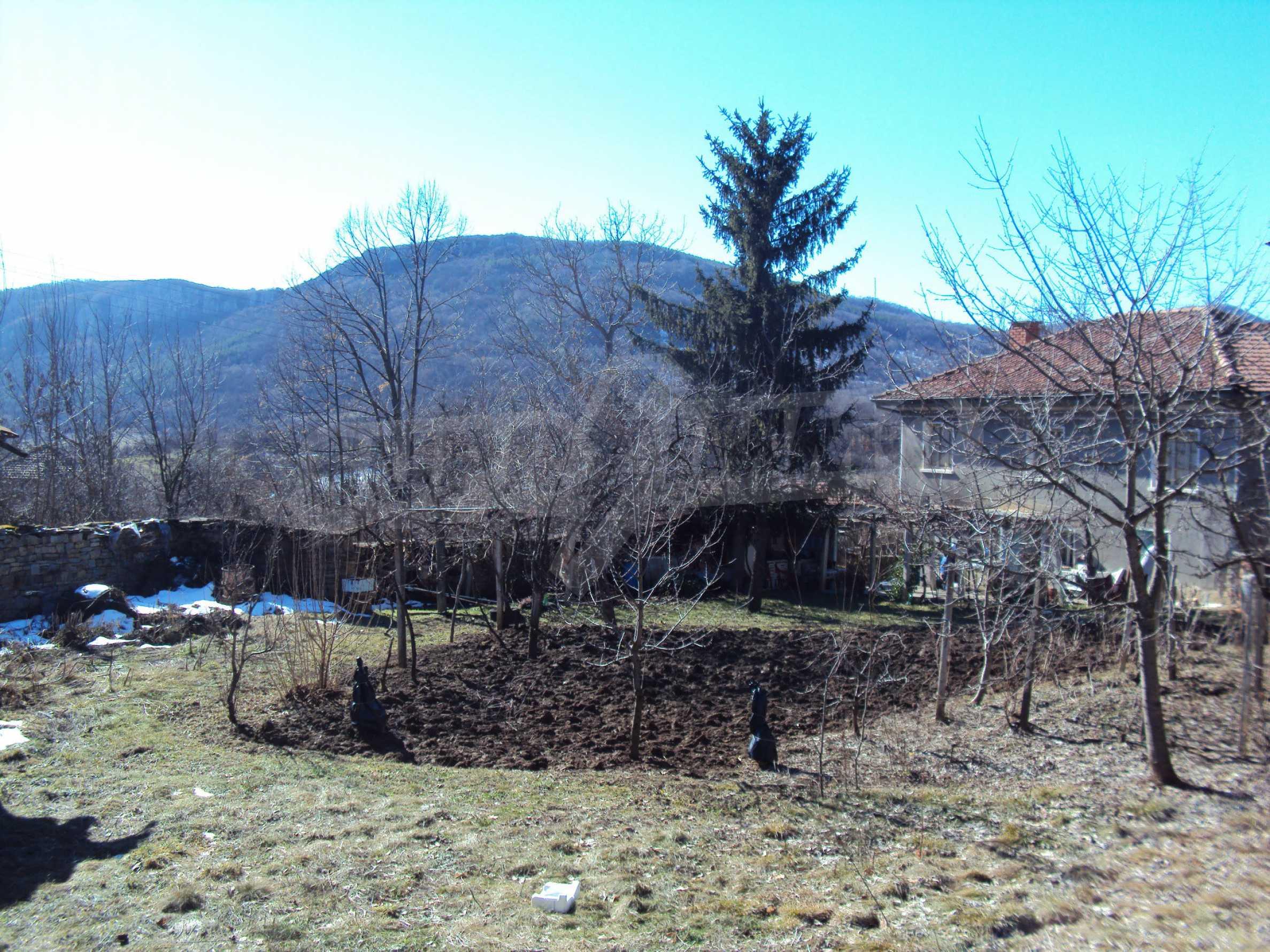 Landhaus mit großem Garten 17 km. von Dryanovo 4