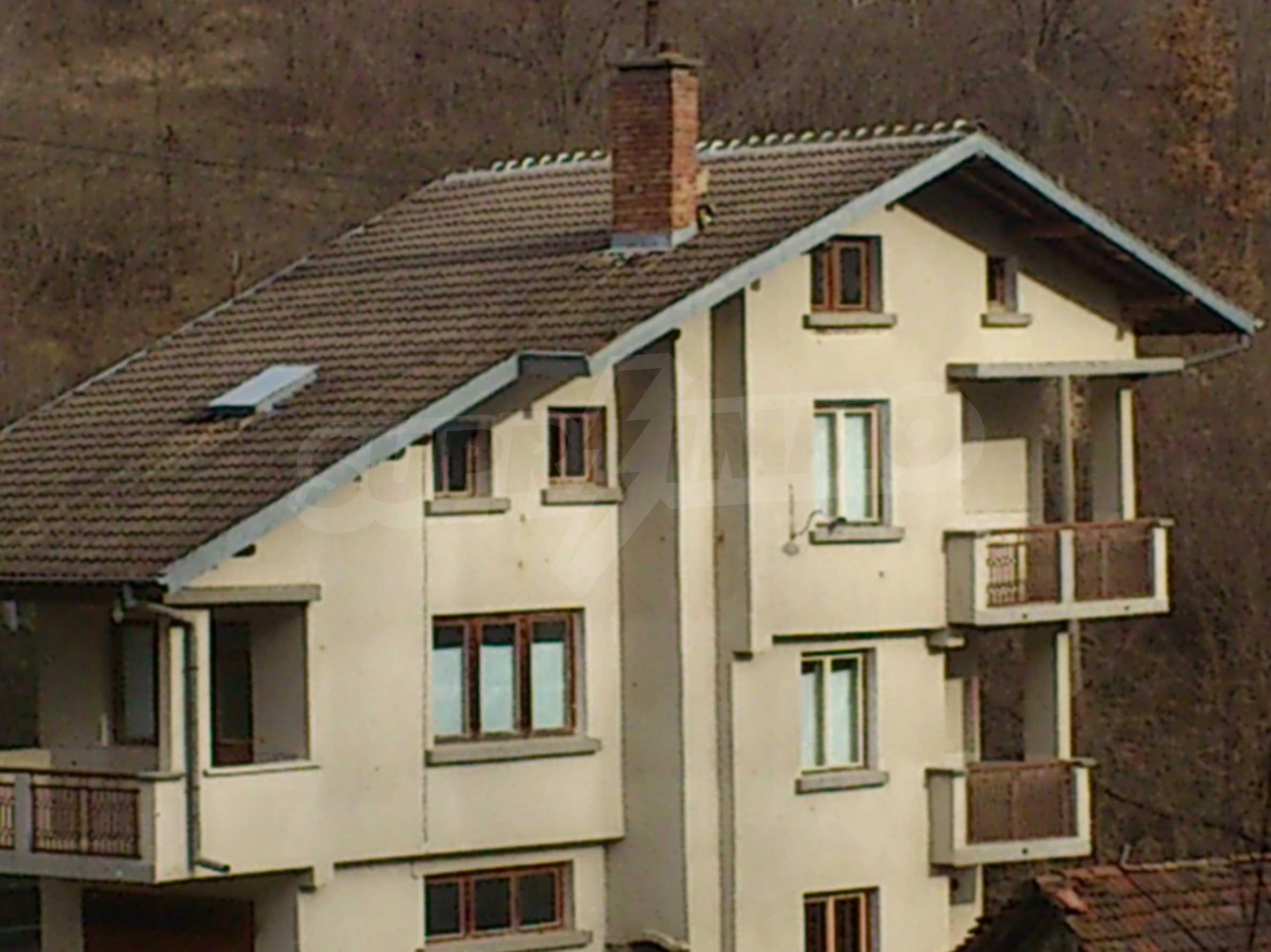 Dreistöckige Villa mit Garage am Flussufer und 32 km von Veliko Tarnovo entfernt 1