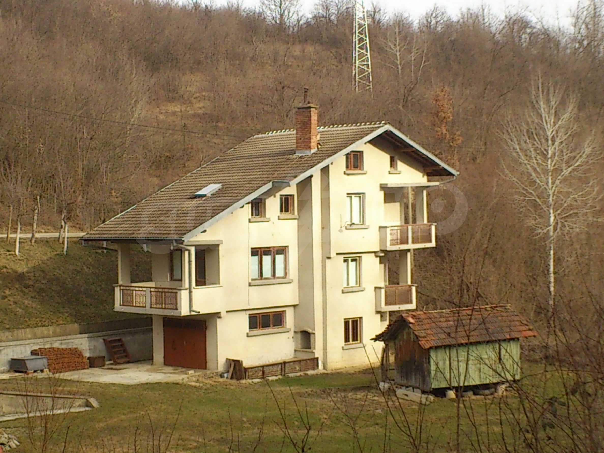 Dreistöckige Villa mit Garage am Flussufer und 32 km von Veliko Tarnovo entfernt 2