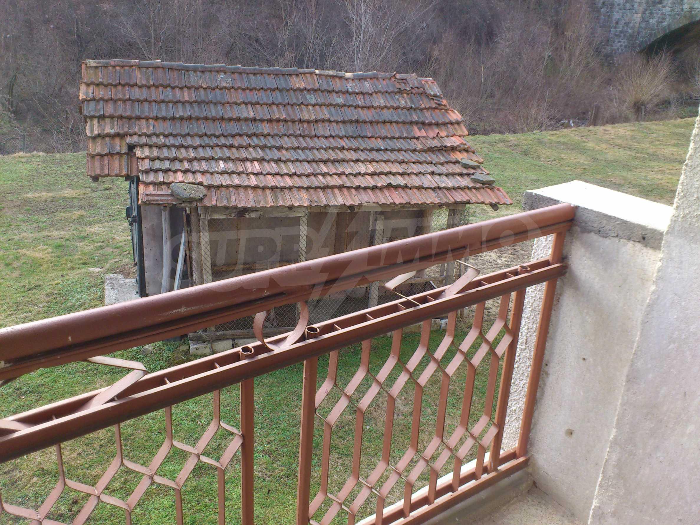 Dreistöckige Villa mit Garage am Flussufer und 32 km von Veliko Tarnovo entfernt 40