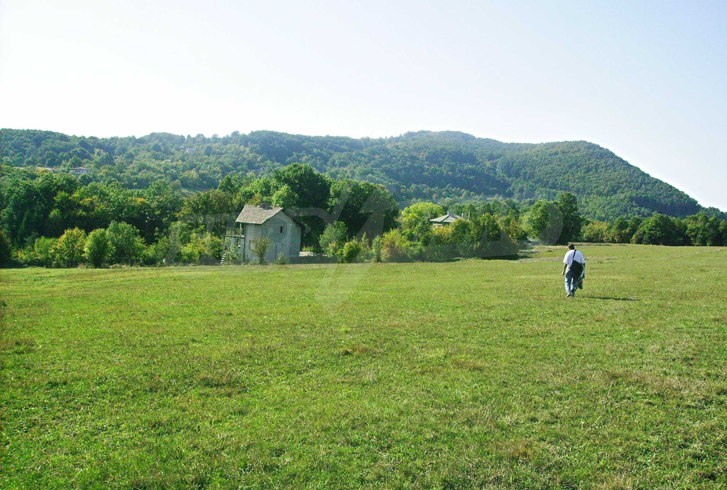 Large plot of land located near town Gabrovo 13