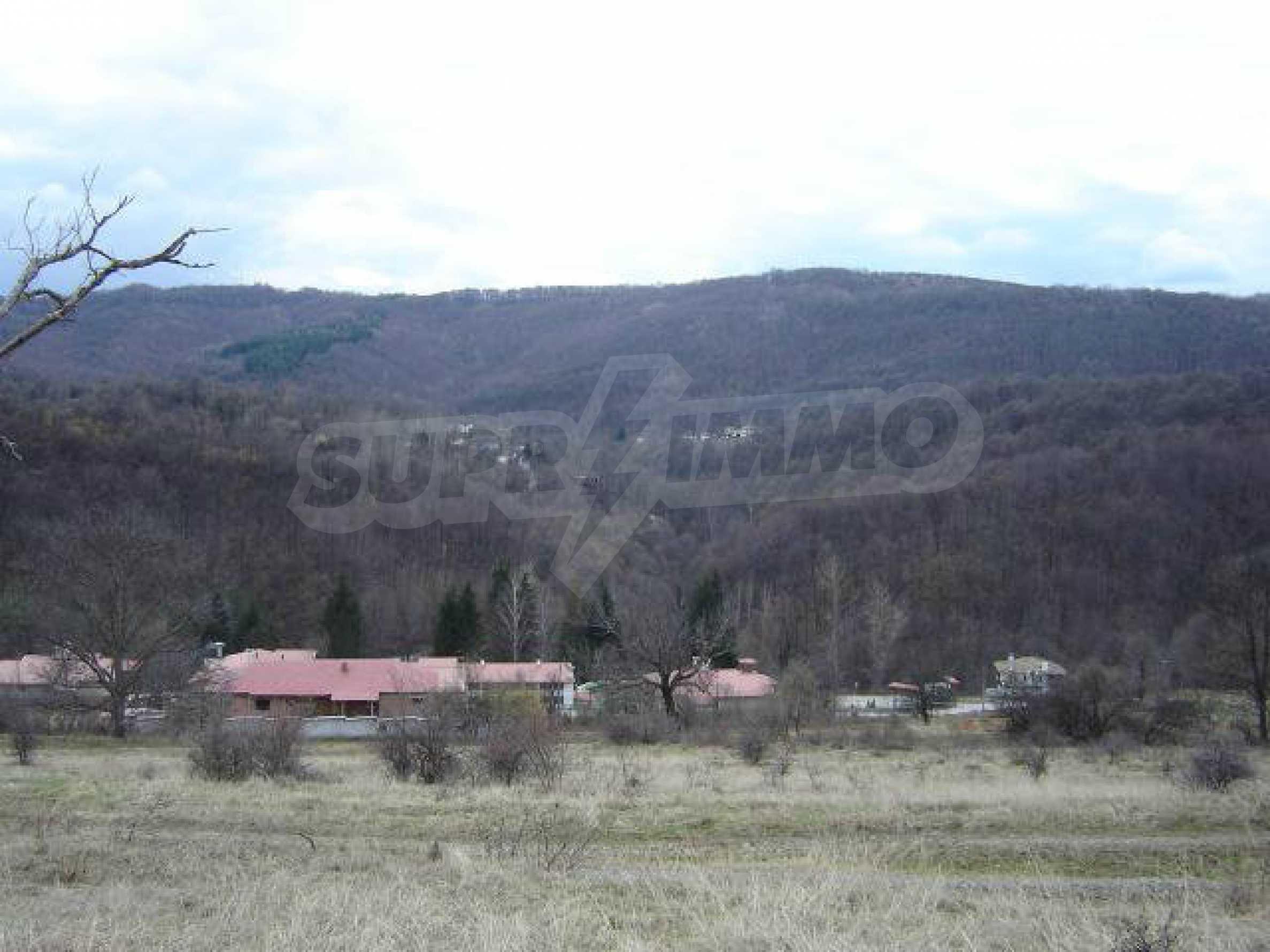 Baugrundstück im ethnografischen Schutzgebiet des Dorfes Bozhentsi 1