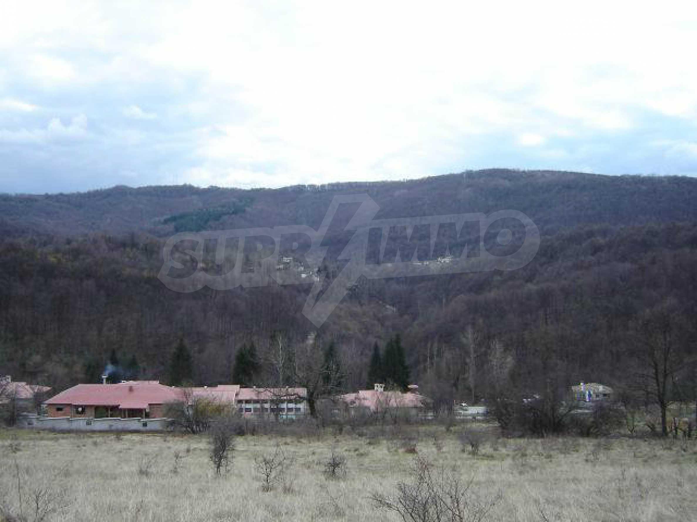 Baugrundstück im ethnografischen Schutzgebiet des Dorfes Bozhentsi 2