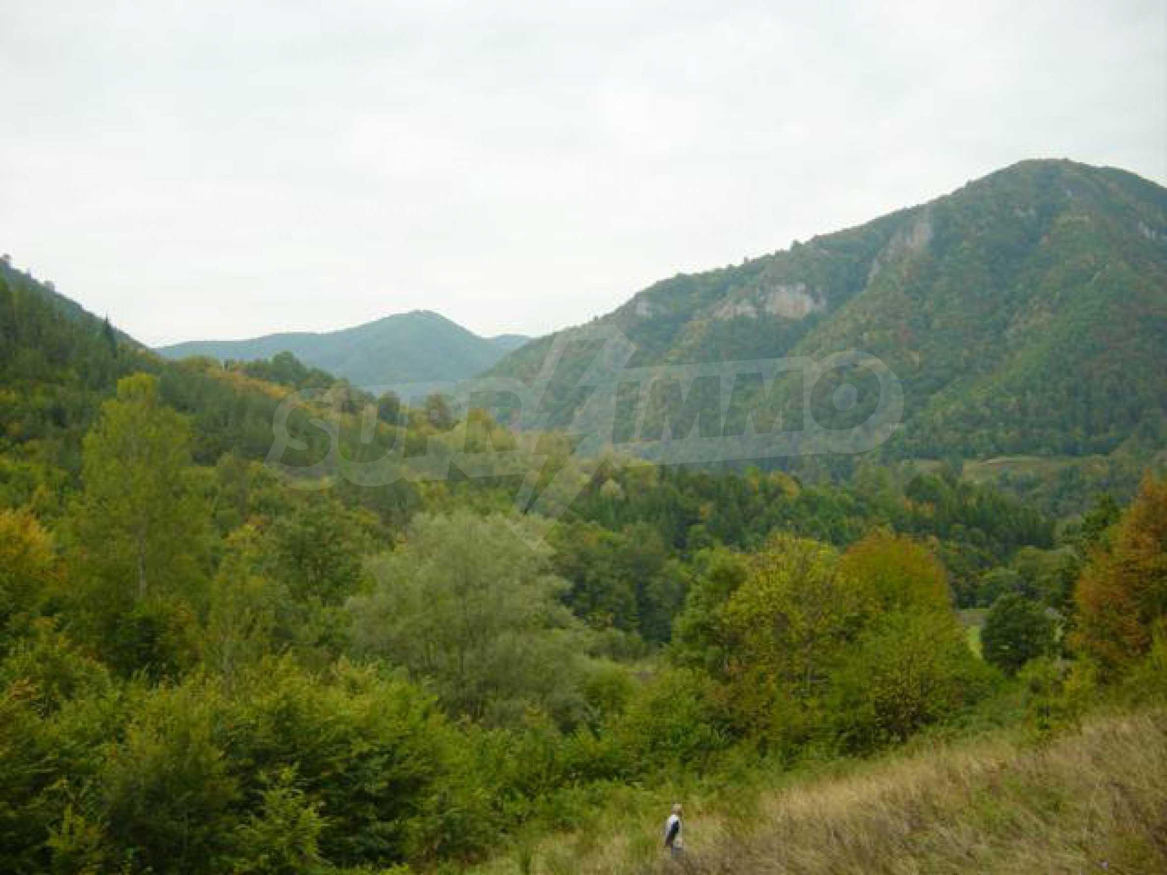 Ackerland inmitten der wunderschönen Natur des Teteven Balkan 2