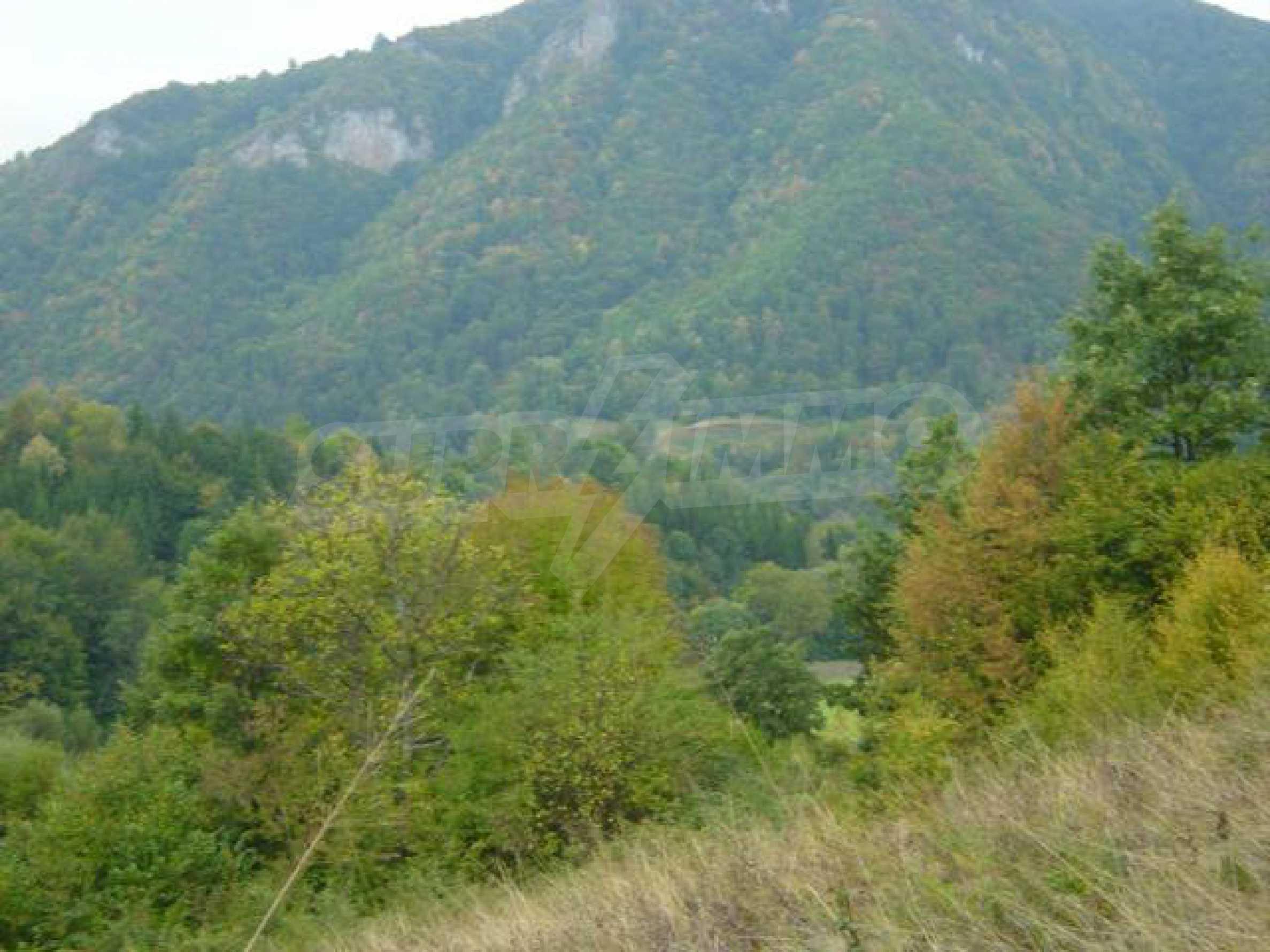 Ackerland inmitten der wunderschönen Natur des Teteven Balkan 3