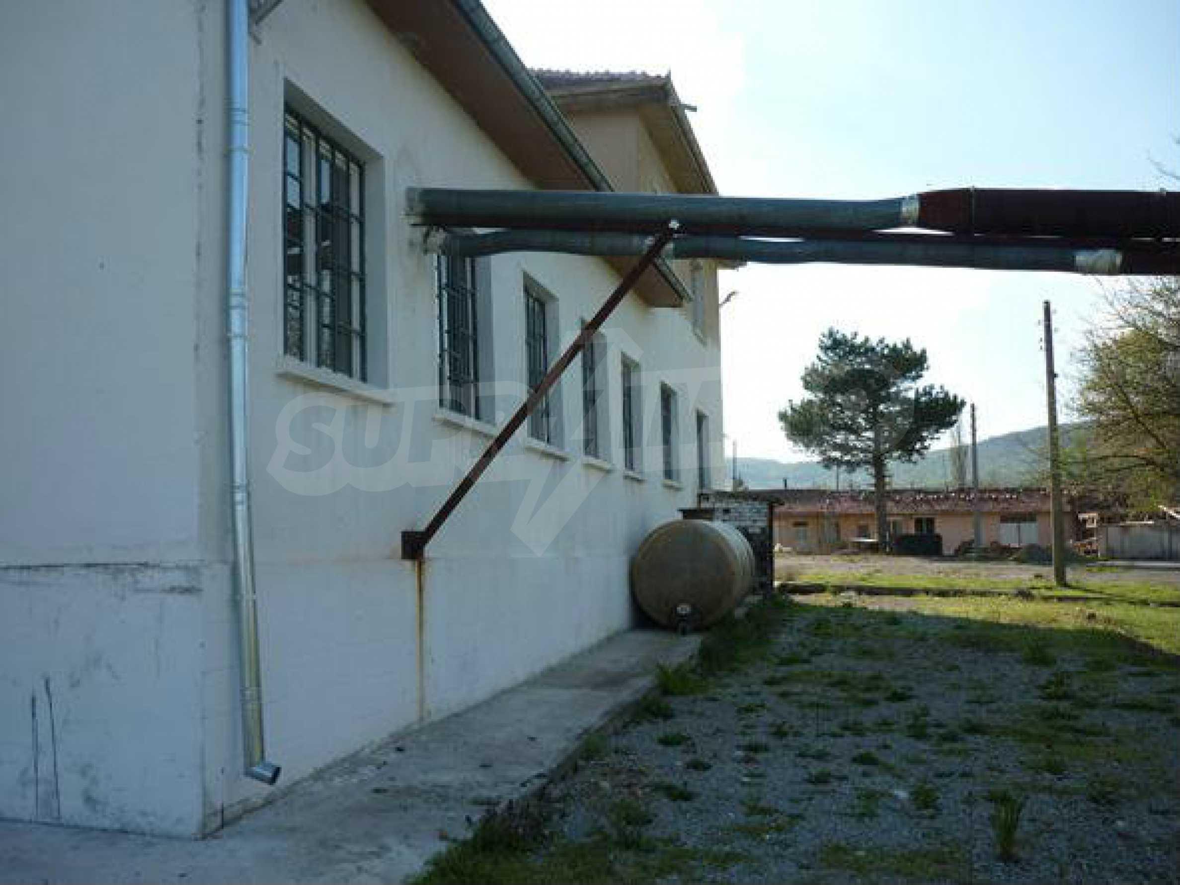 Industriegelände in einem Dorf 6 km von der Stadt Lovech entfernt 9