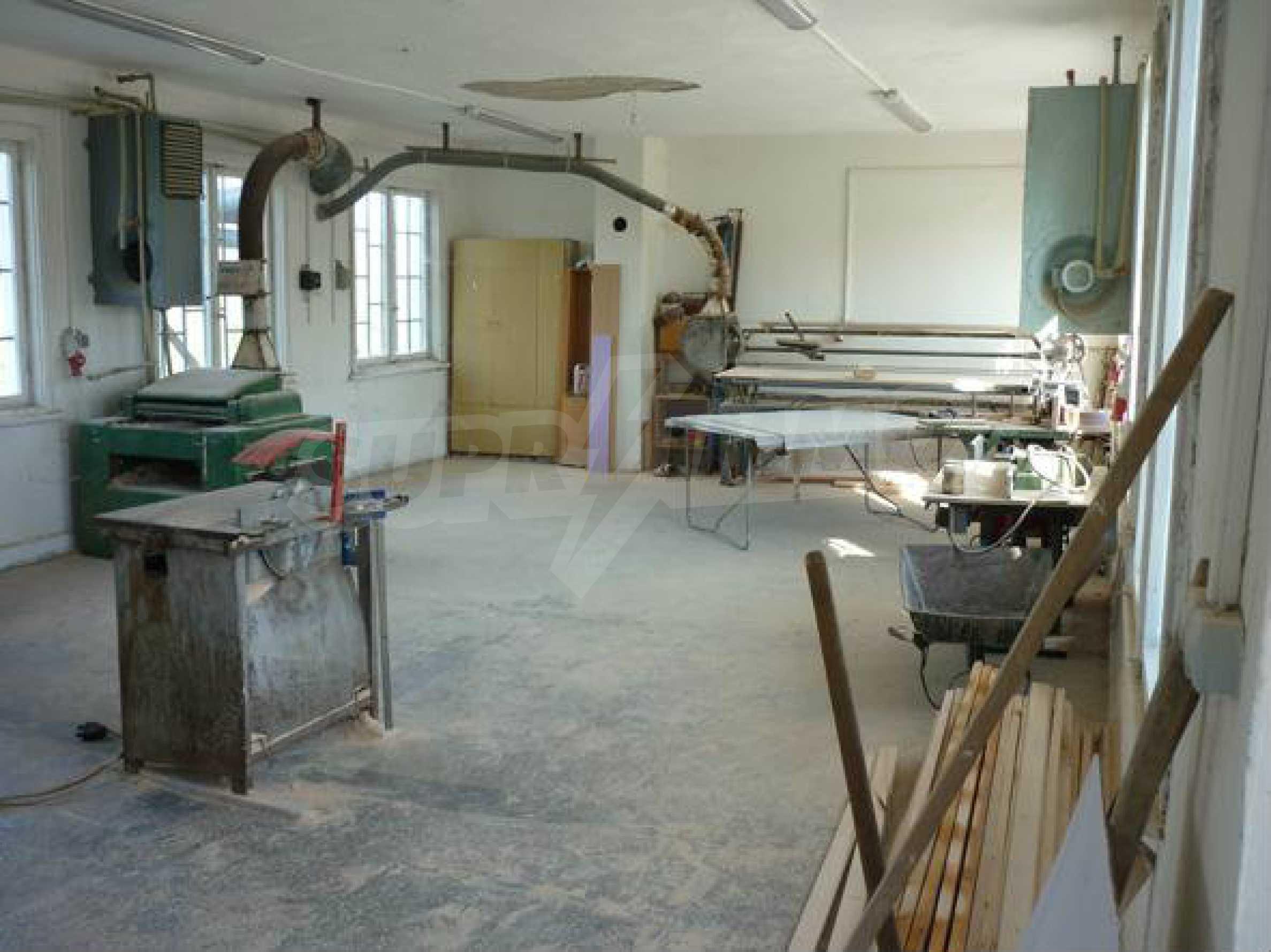 Industriegelände in einem Dorf 6 km von der Stadt Lovech entfernt 10