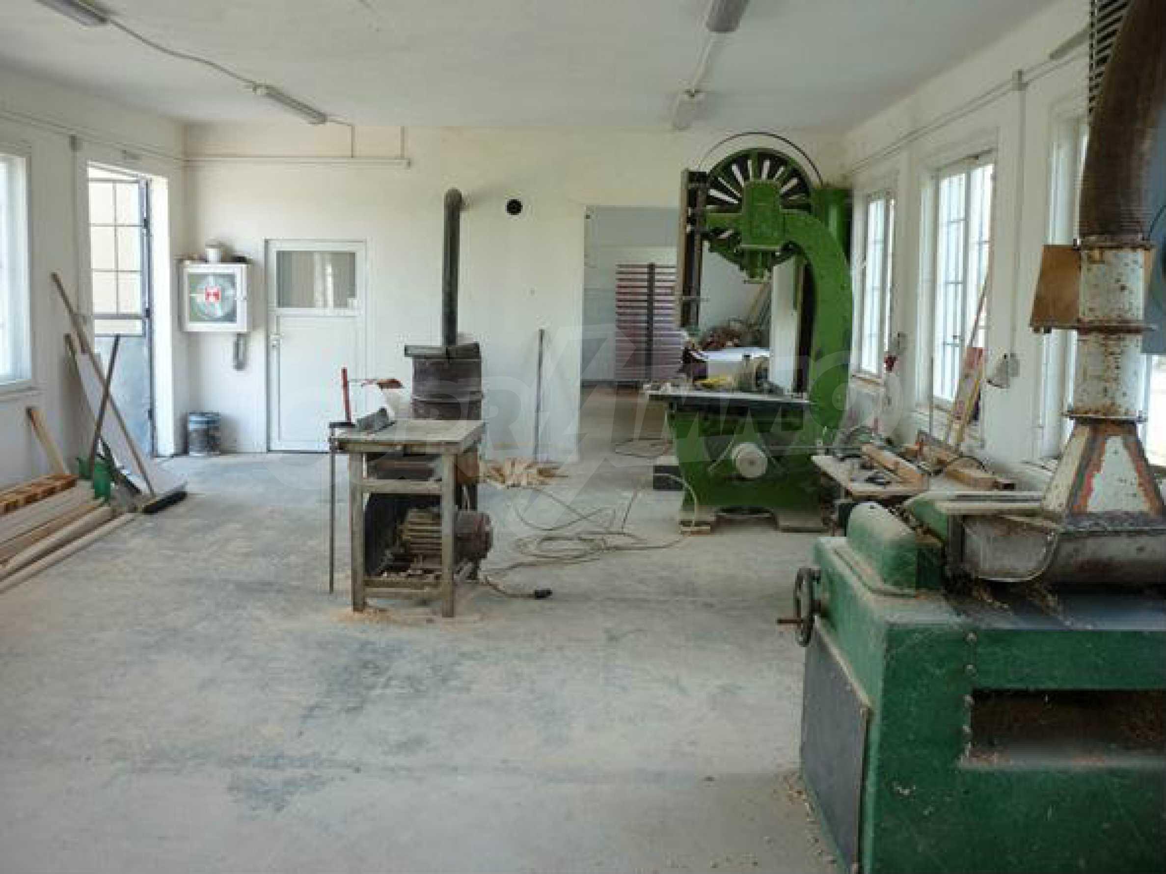 Industriegelände in einem Dorf 6 km von der Stadt Lovech entfernt 11