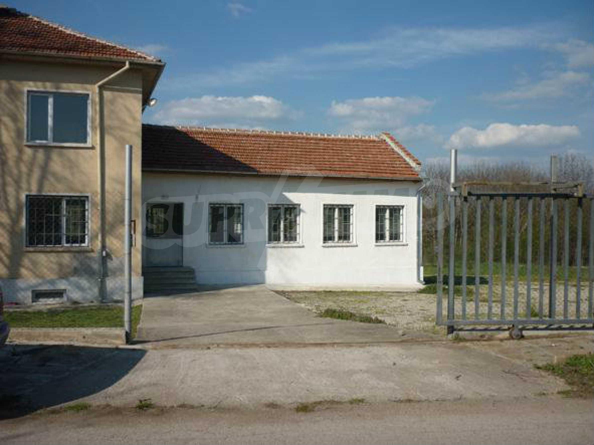 Industriegelände in einem Dorf 6 km von der Stadt Lovech entfernt 1