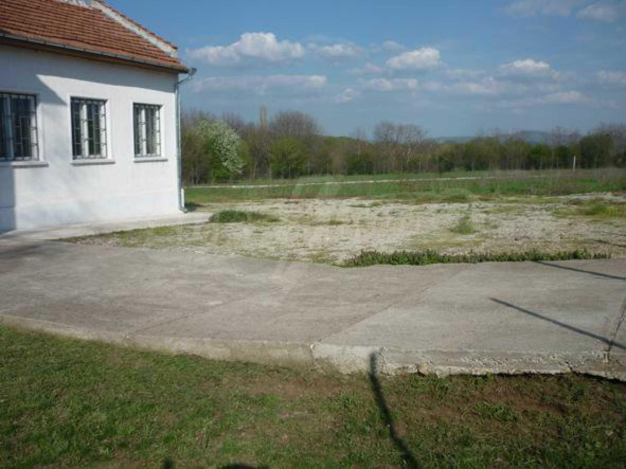 Industriegelände in einem Dorf 6 km von der Stadt Lovech entfernt 3