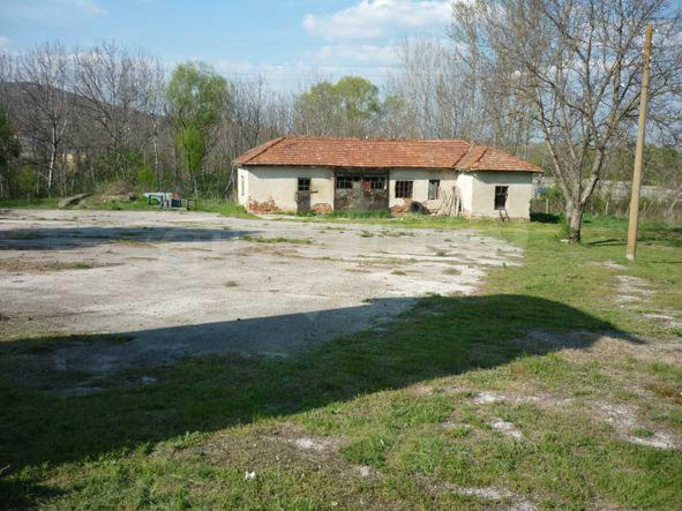 Industriegelände in einem Dorf 6 km von der Stadt Lovech entfernt 5