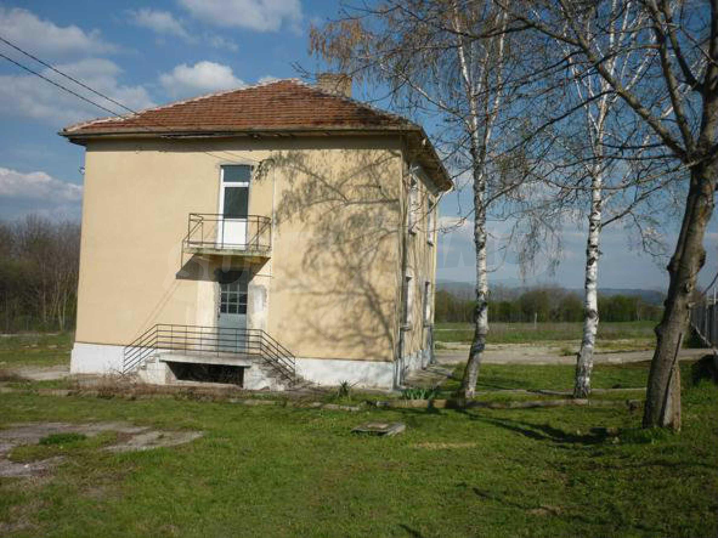 Industriegelände in einem Dorf 6 km von der Stadt Lovech entfernt 7