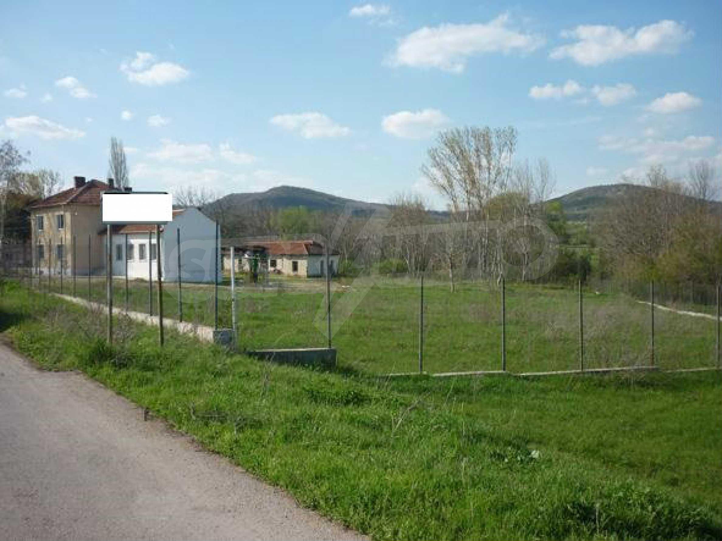 Industriegelände in einem Dorf 6 km von der Stadt Lovech entfernt 8