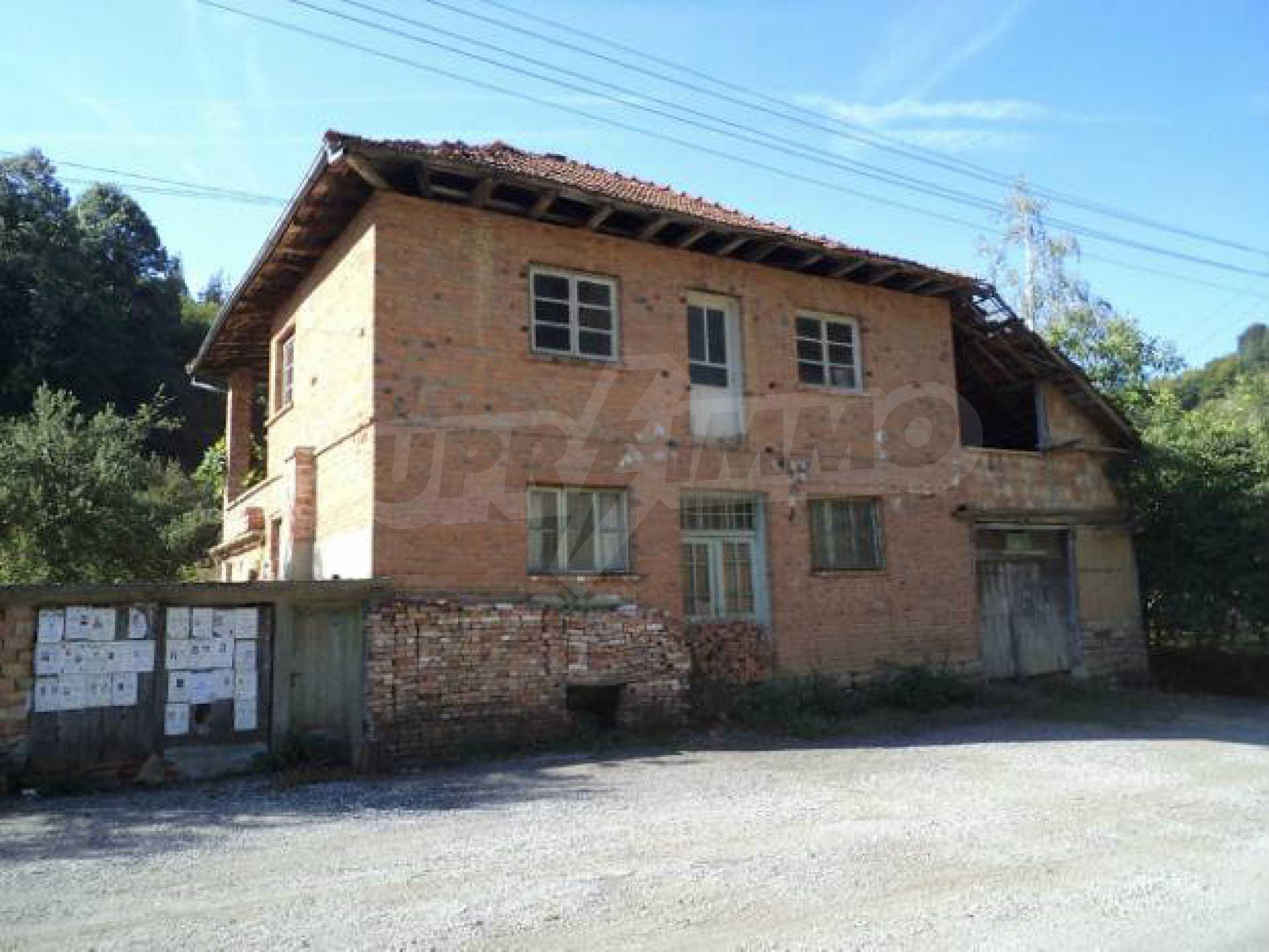 Spacious house near Elena 1