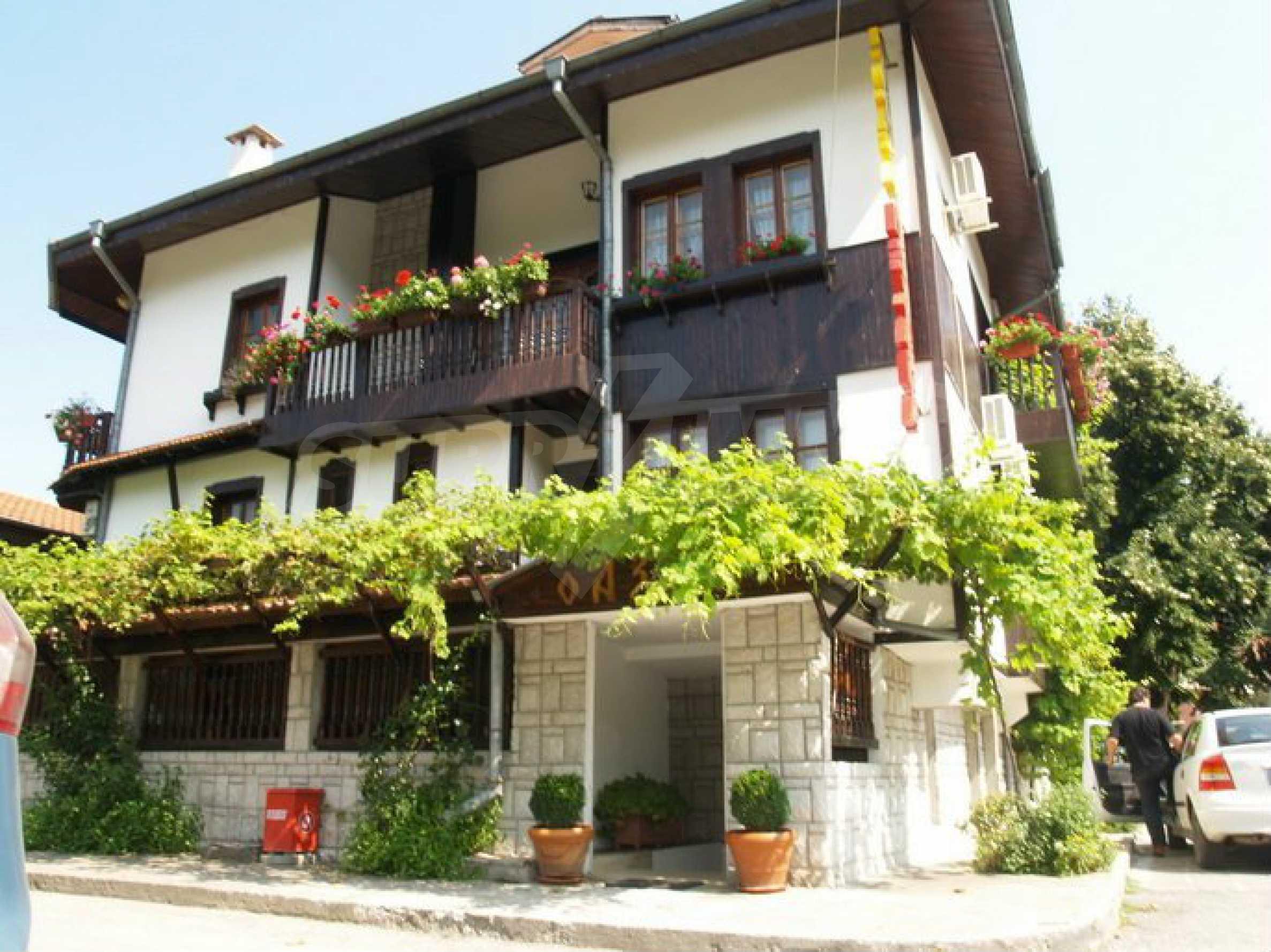 Hotelanlage mit Restaurant am Ufer des Flusses Osam in Lovech 5