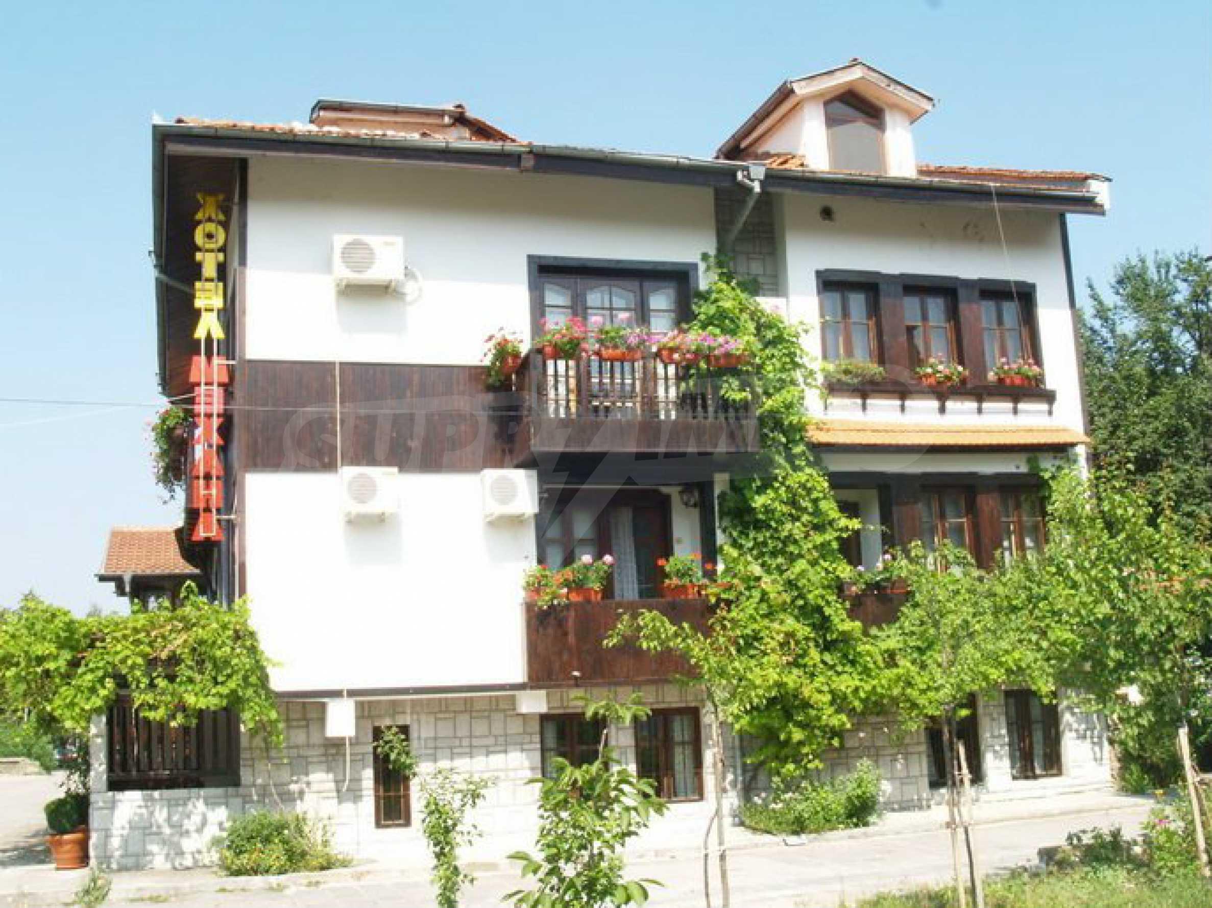 Hotelanlage mit Restaurant am Ufer des Flusses Osam in Lovech 6
