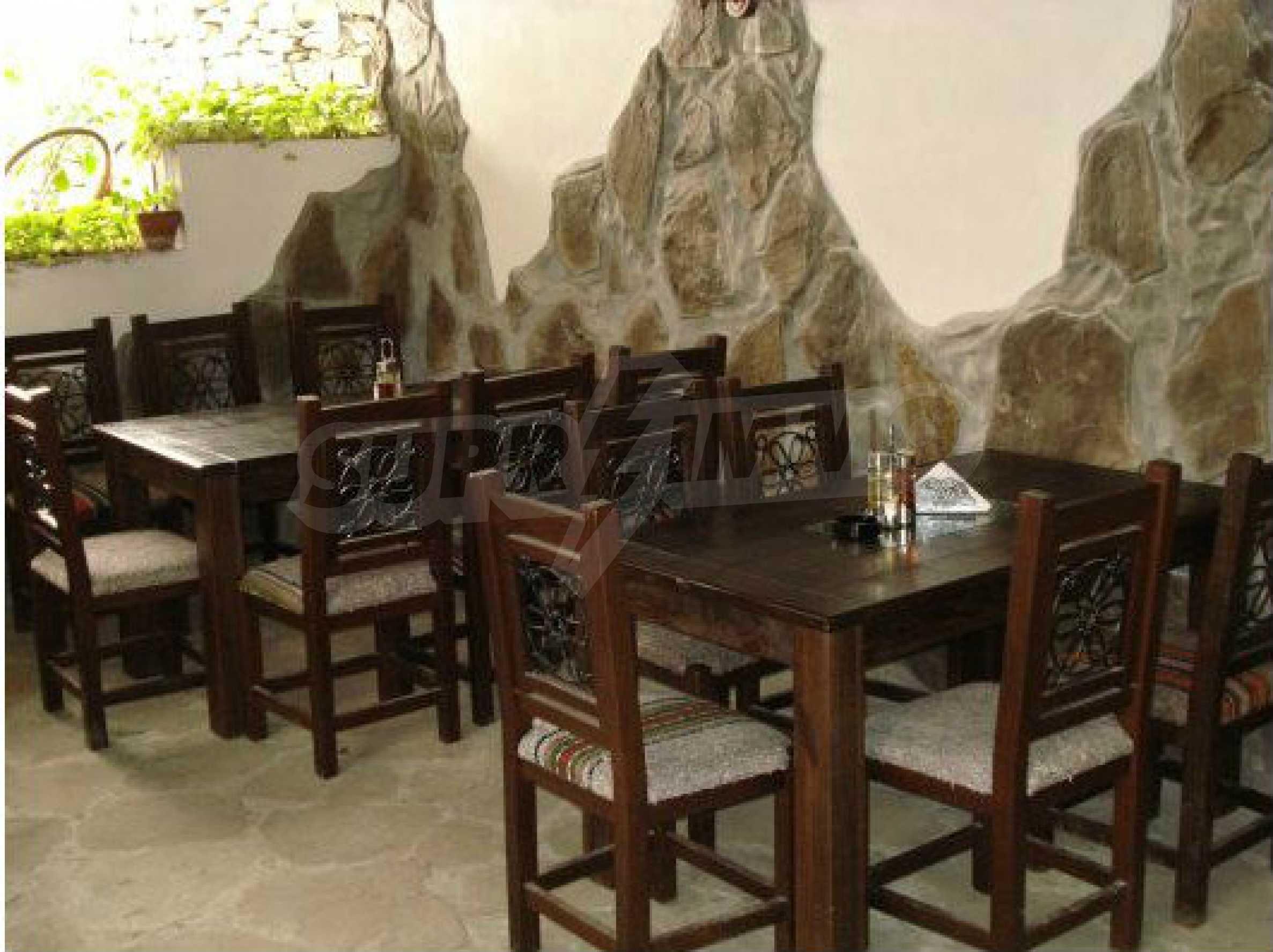Hotelanlage mit Restaurant am Ufer des Flusses Osam in Lovech 69