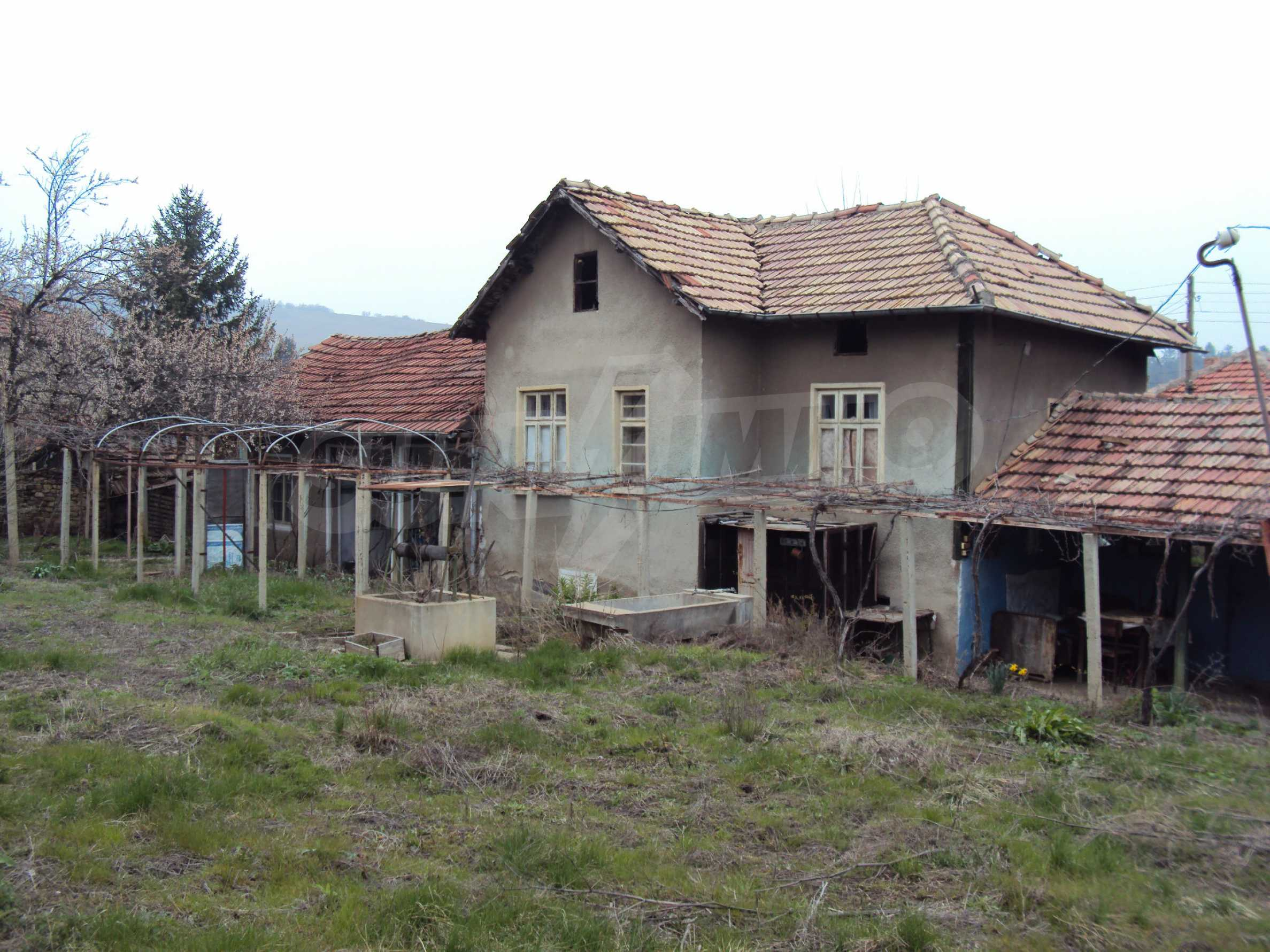 Brick house in a village located 8 km from Pavlikeni 1