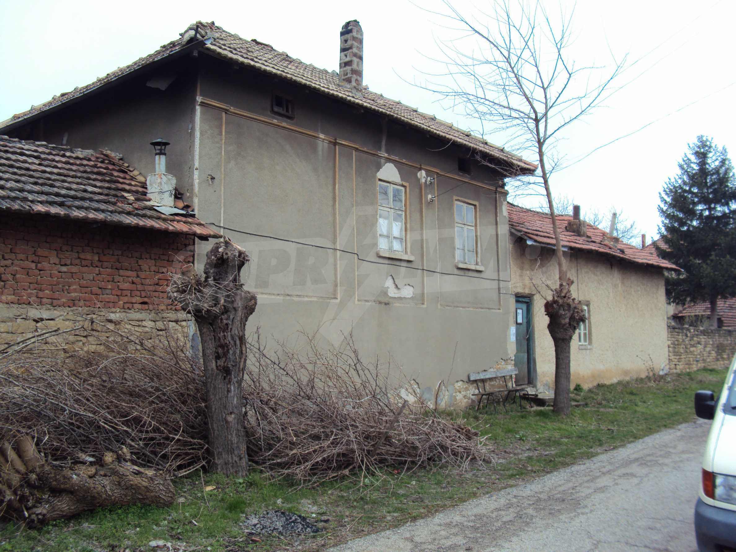 Brick house in a village located 8 km from Pavlikeni 2